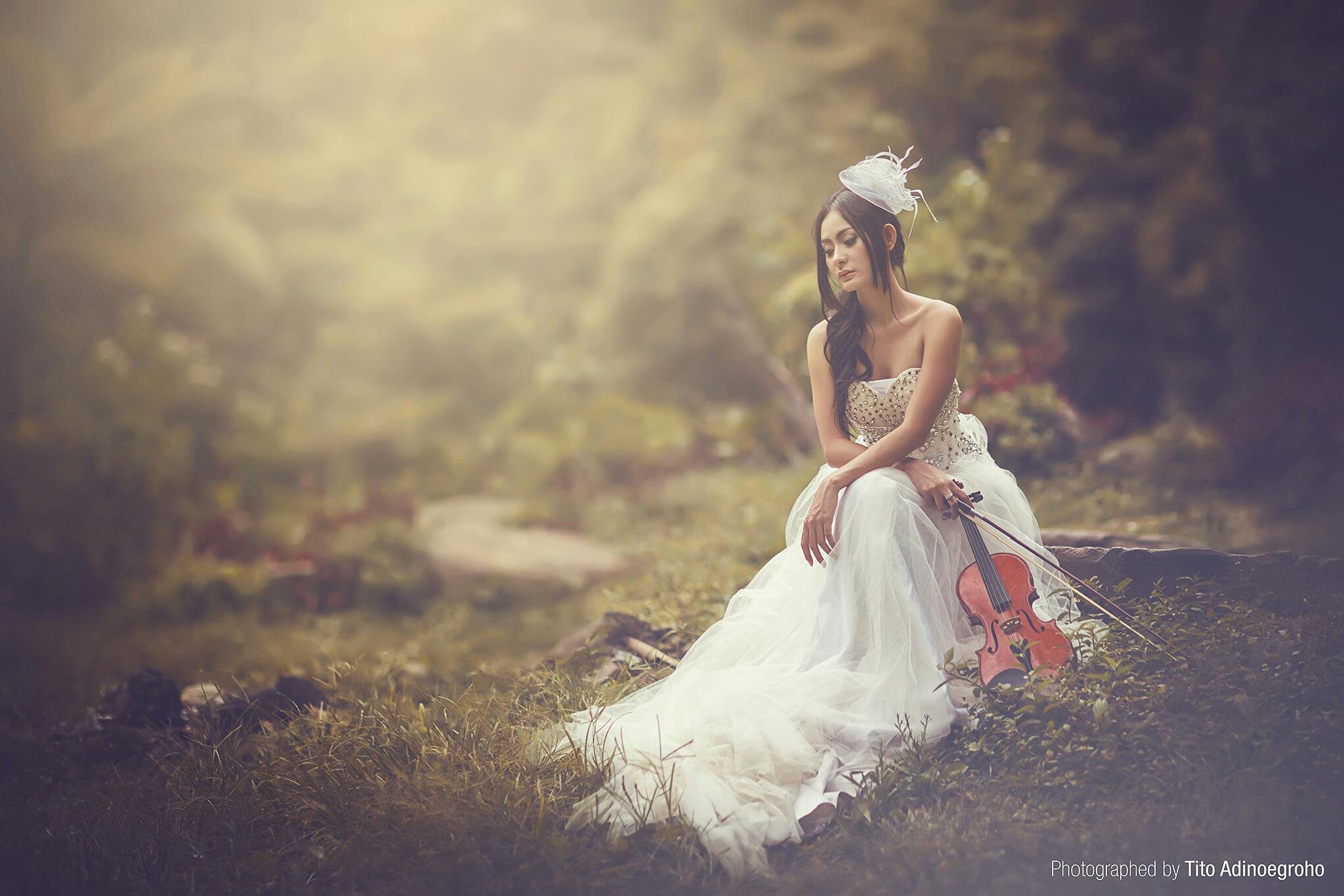 Lonely  by Tito Adinoegroho