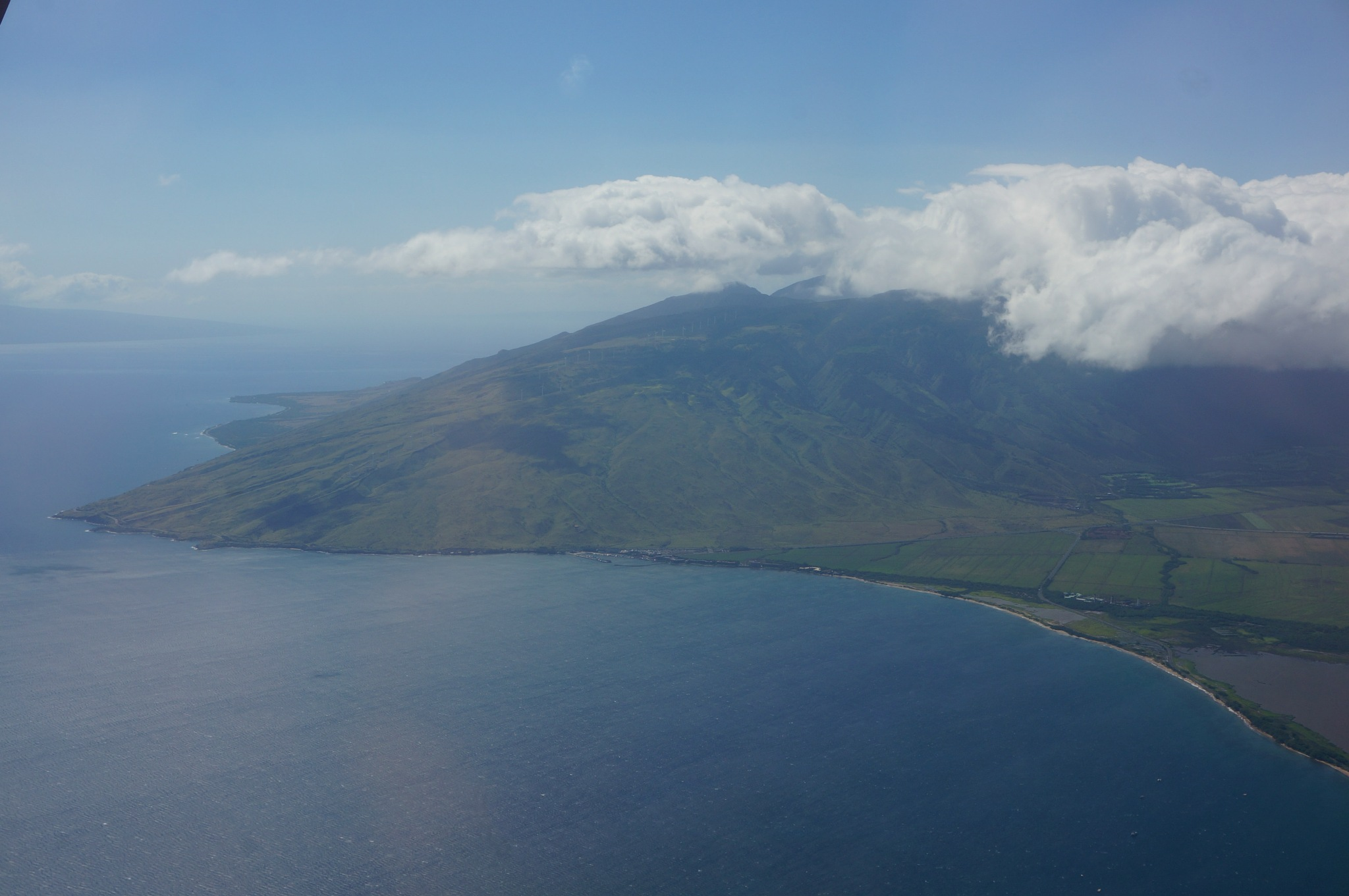 Approaching Maui by tanukisan