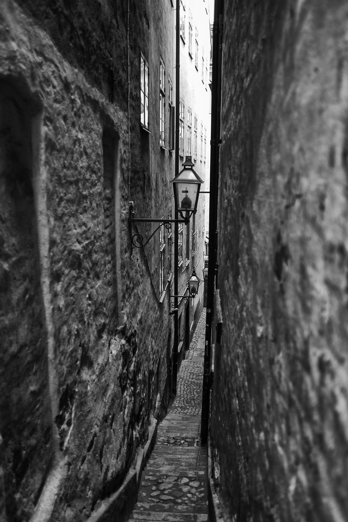The narrow alley by Stefan Tyrbo