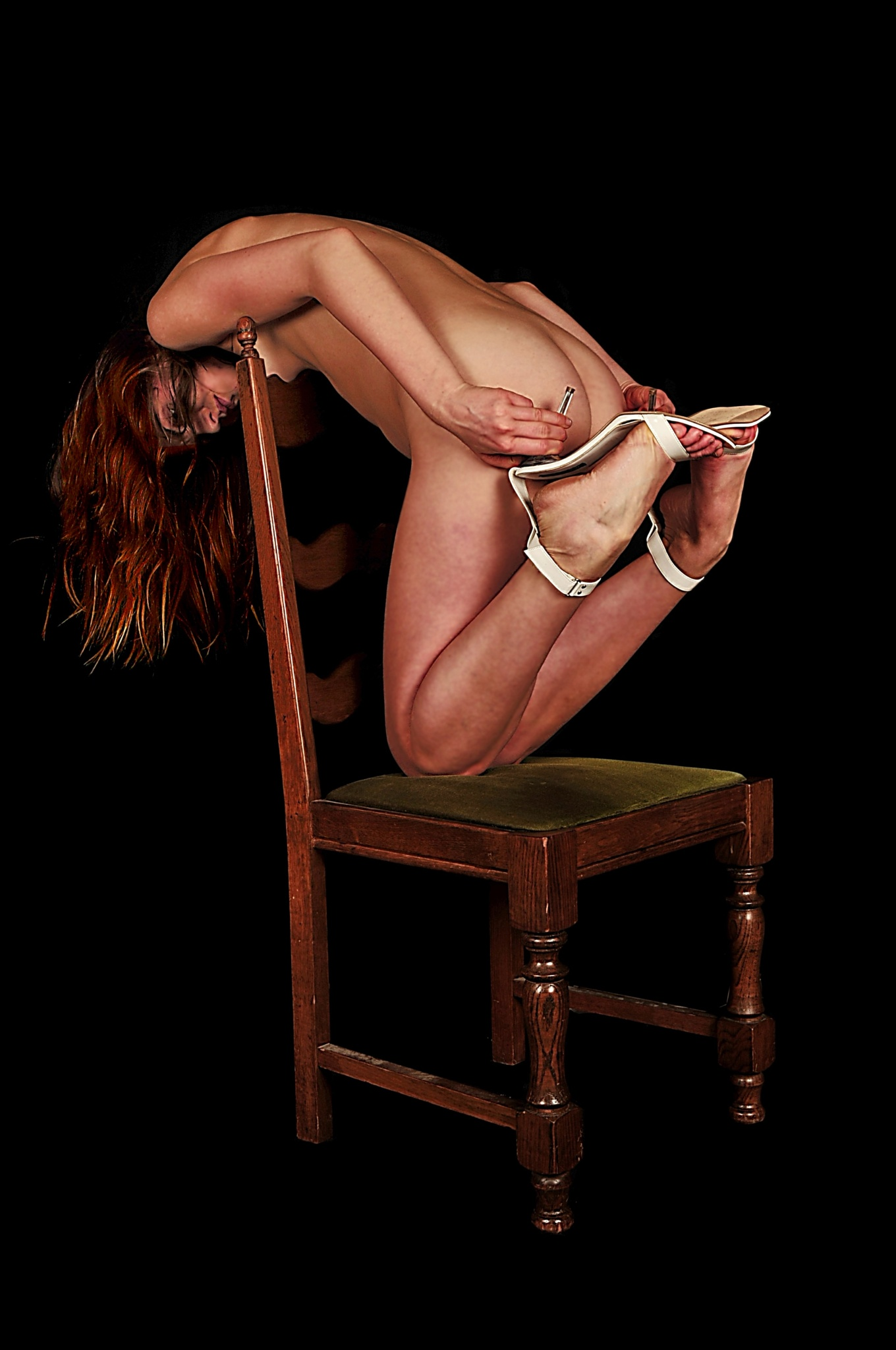 Kneeing on a chair by kiljanK