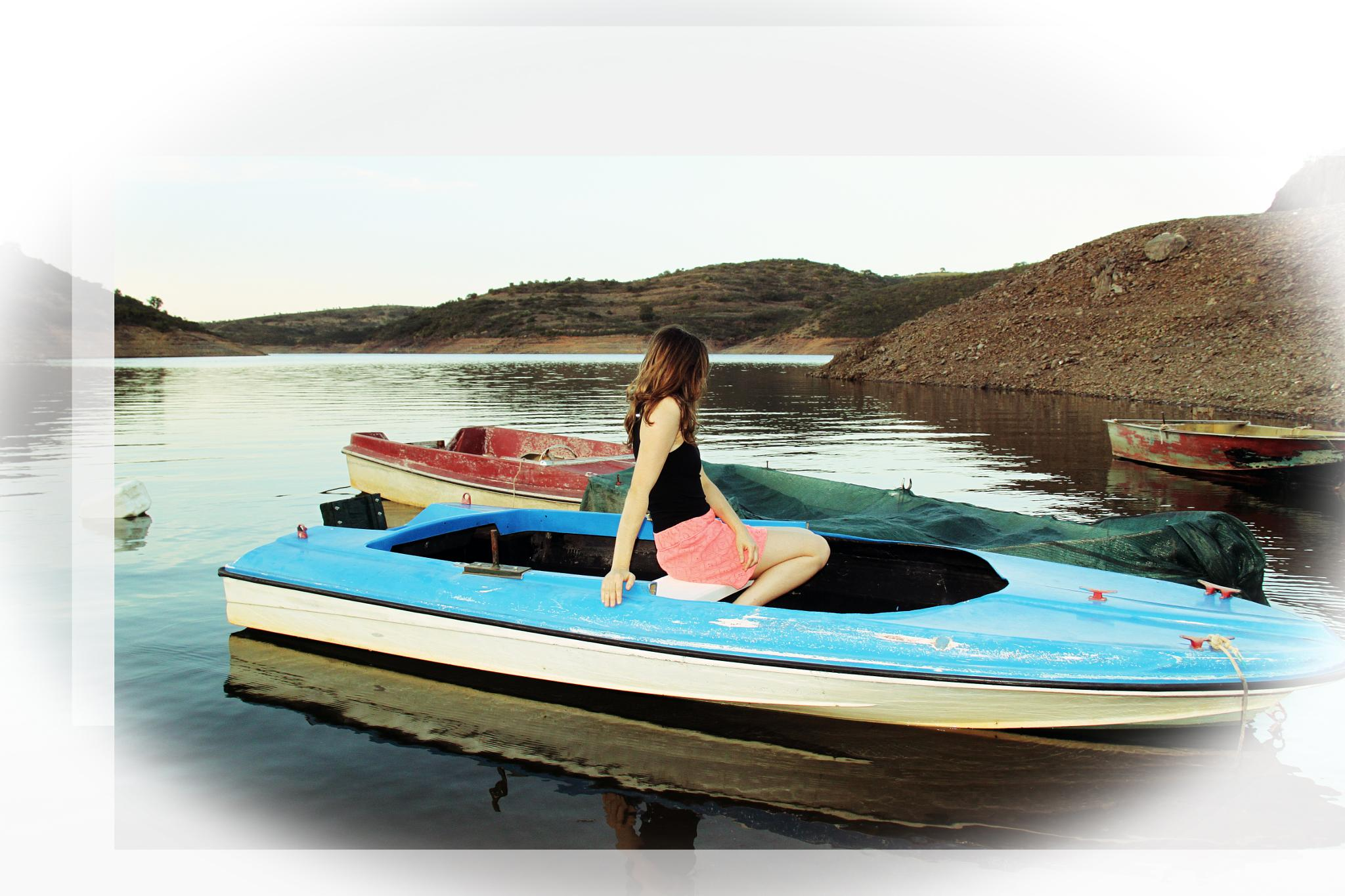 Blue boat by antoniojppereira