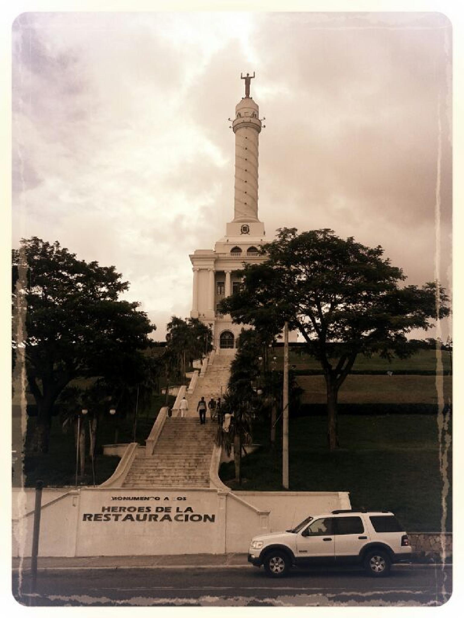 Monumento de Santiago de los Caballeros by Pilar Morillo