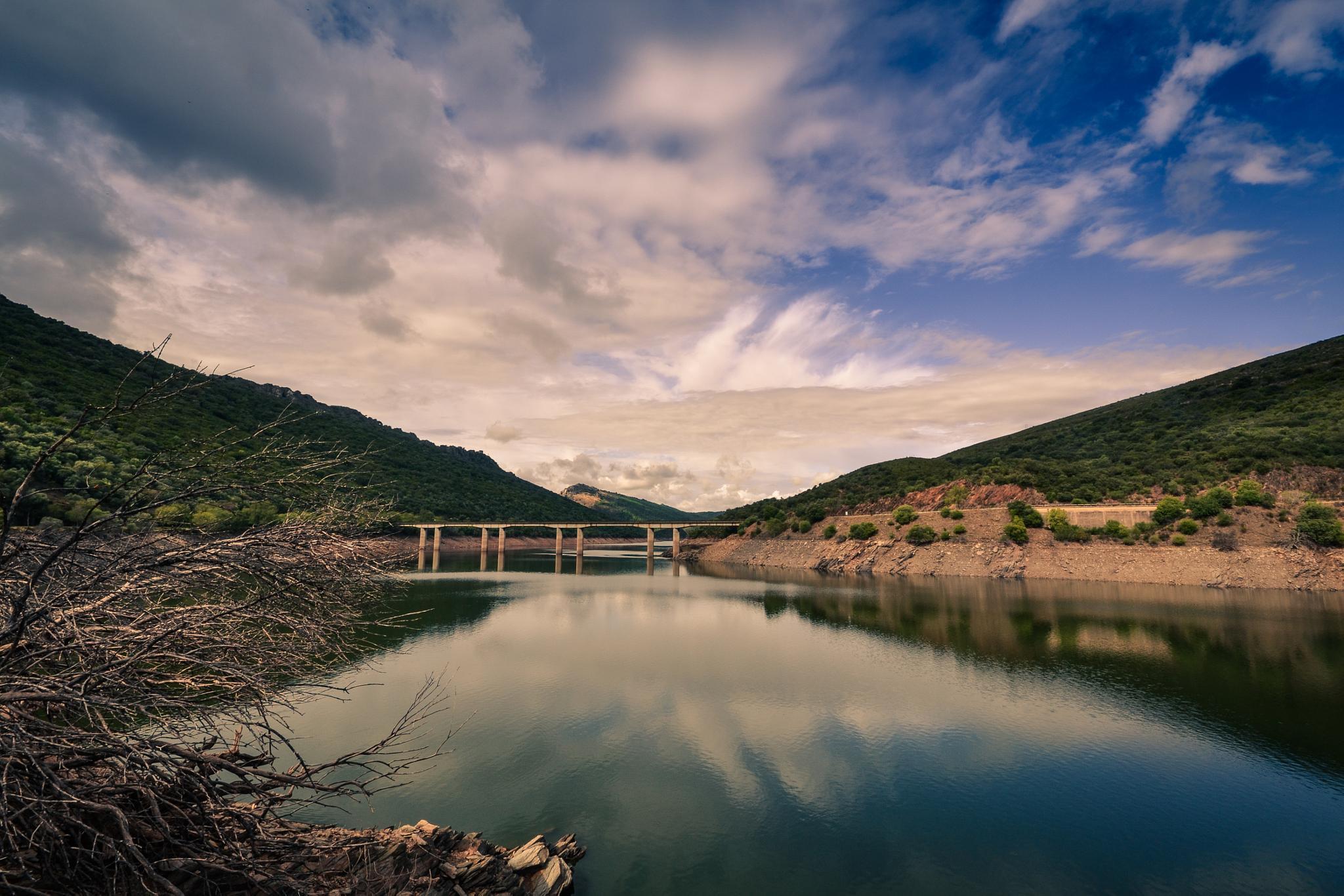 Monfragüe bridge by darkinferno