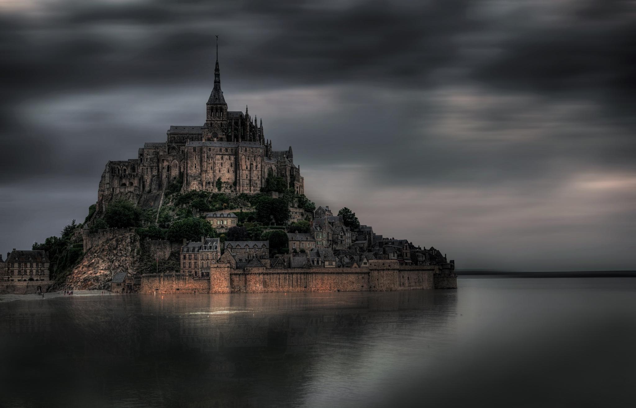 Le Mont-Saint-Michel by Eleonore Swierczyna