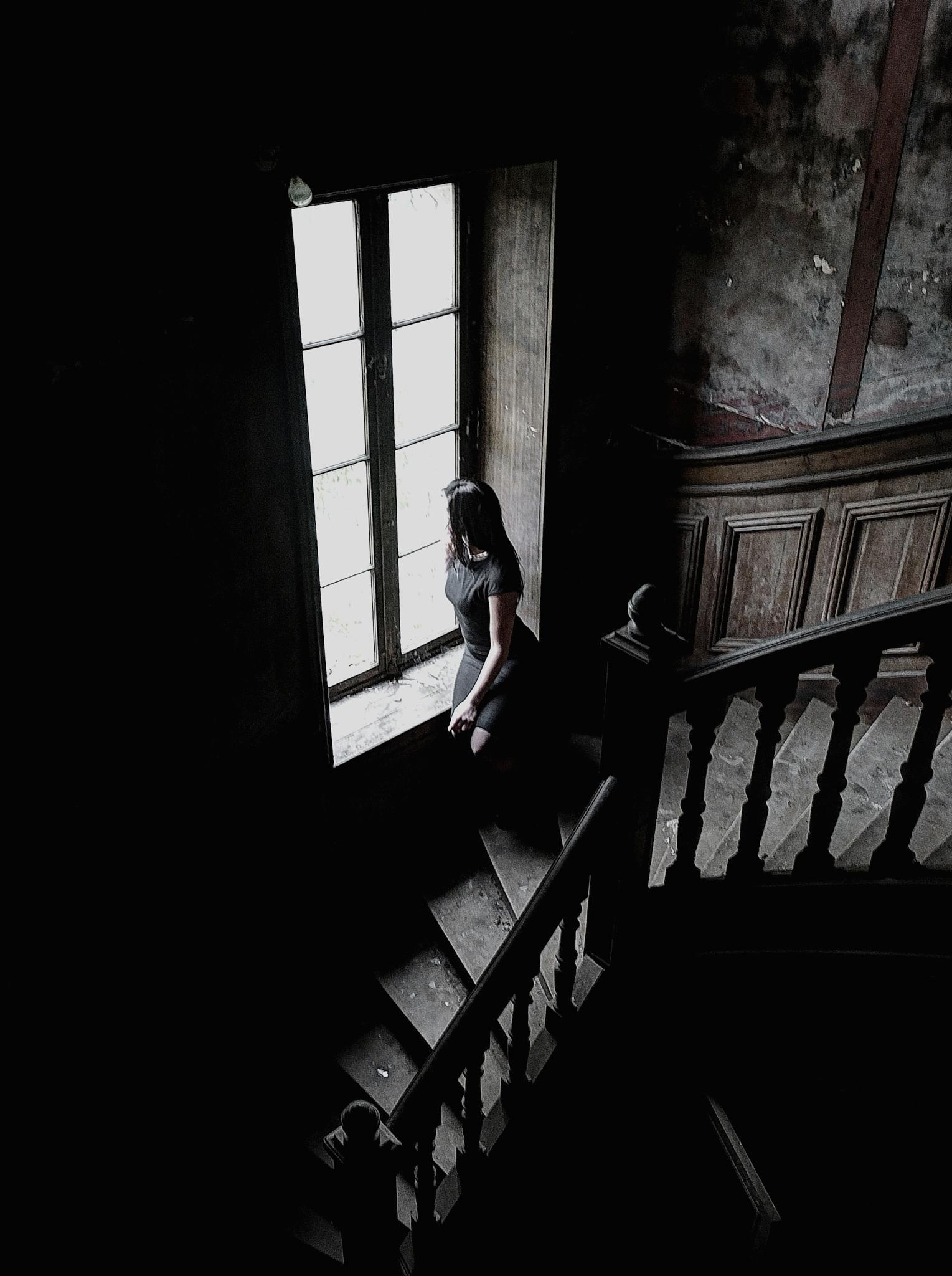 A la fenêtre... by WilKaza