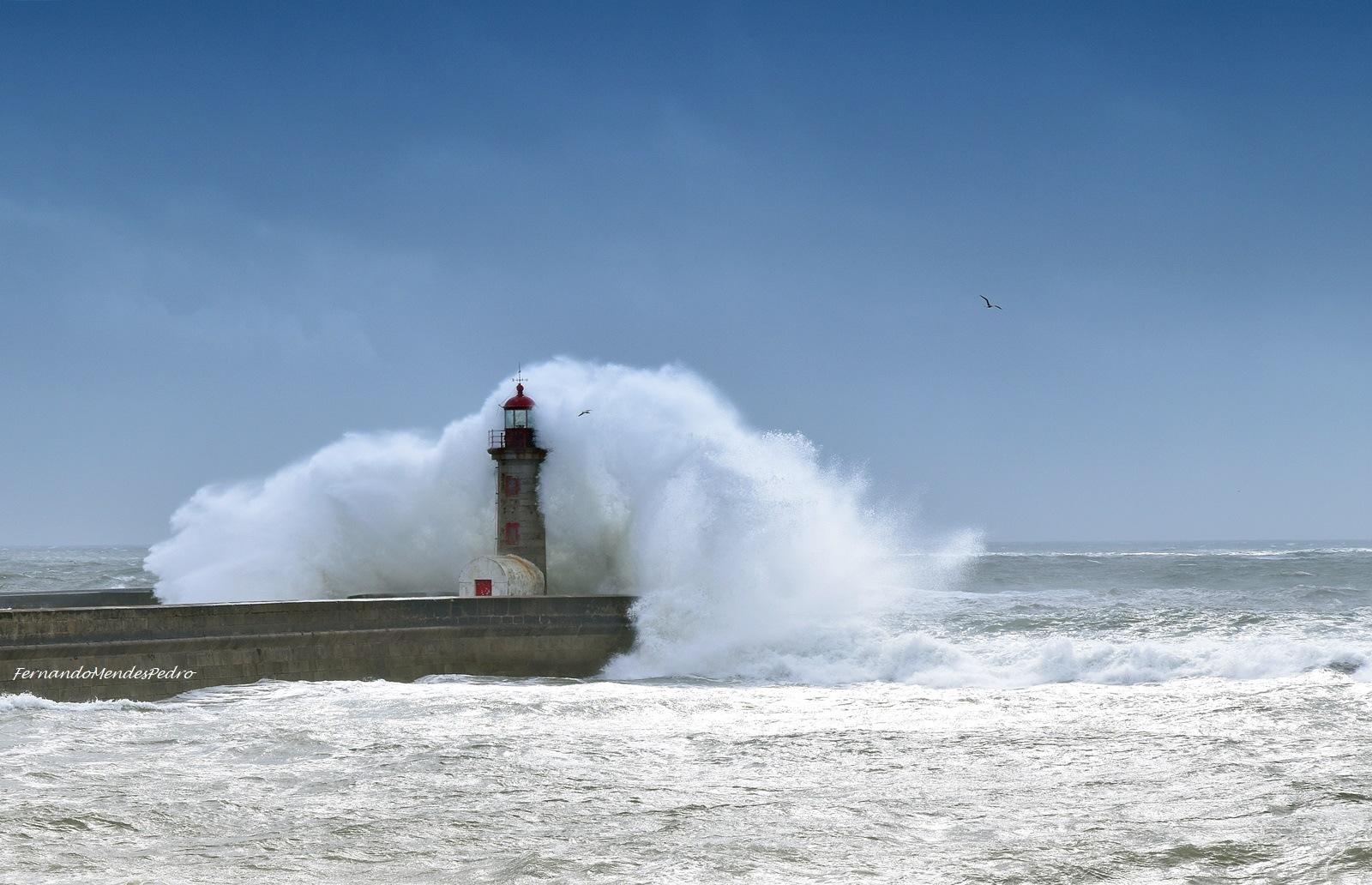 Porto Lighthouse by FernandoPedro