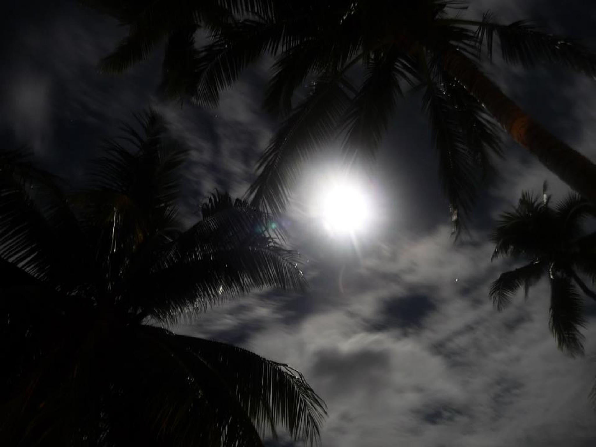 Tahiti Moon by fr-azza-photos