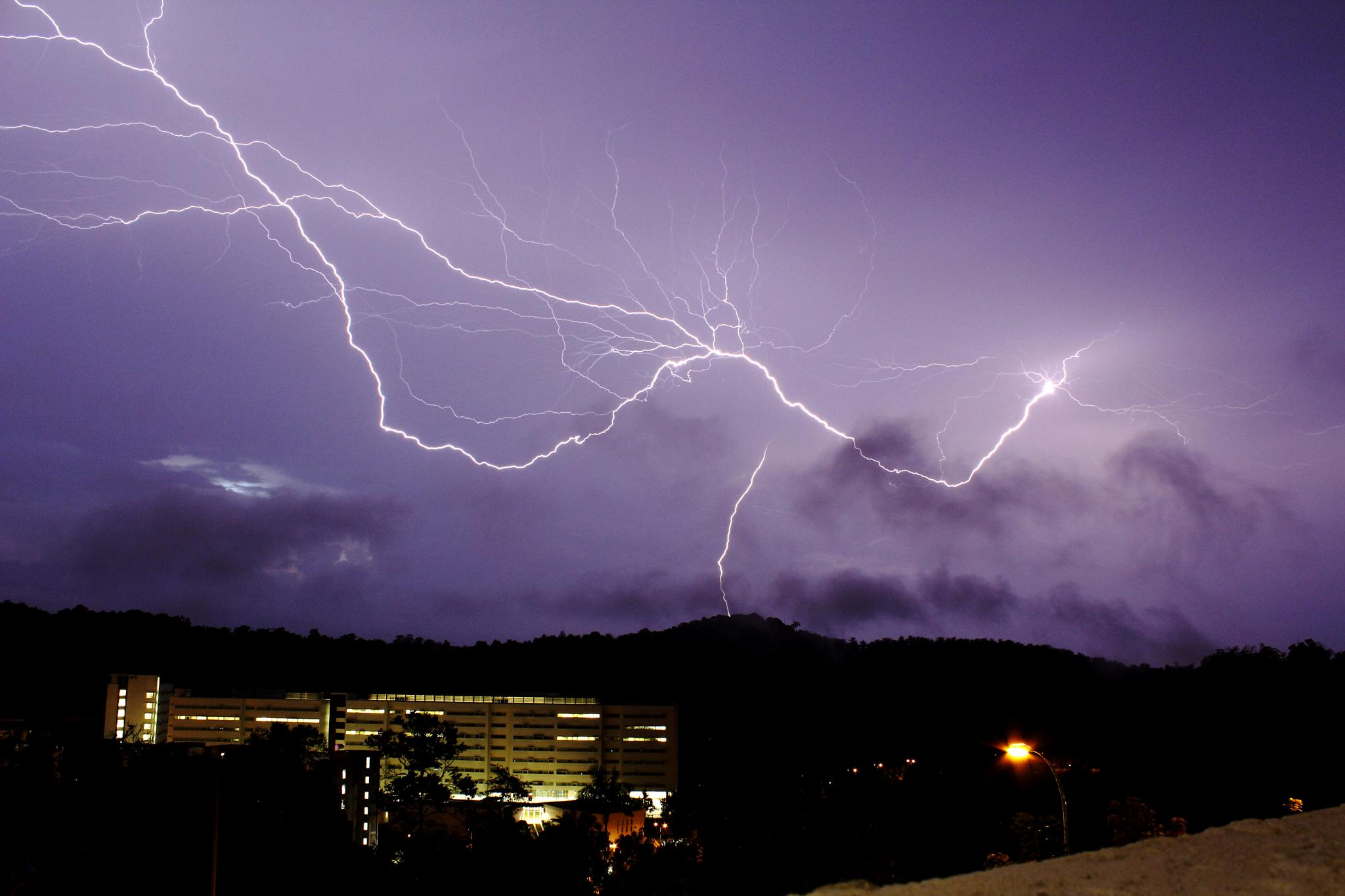 The Perfect Lightning by ILHAMYUSOF