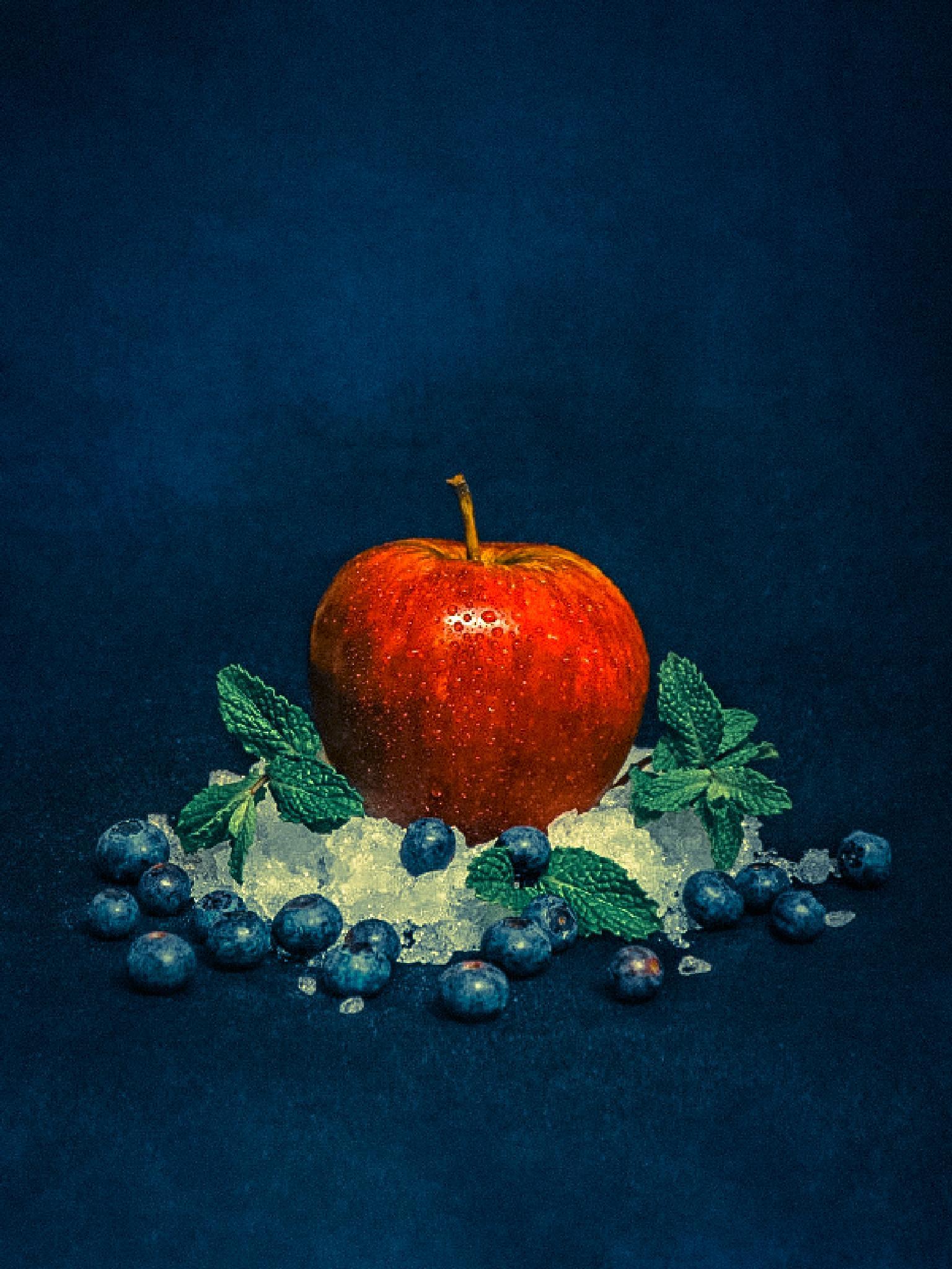 Arty apple by Stephan Du Toit
