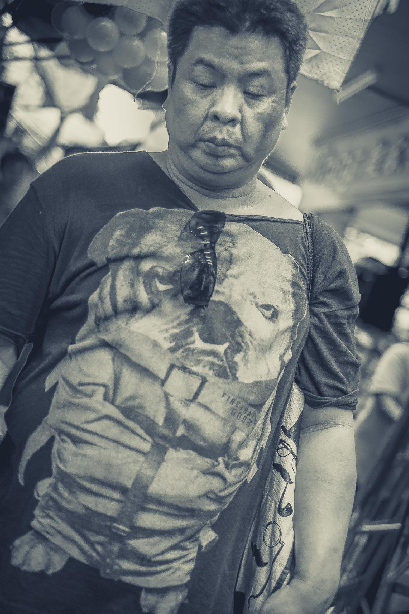 Photo in Street Photography #man #black&white #bangkok #chinatown #streetportrait