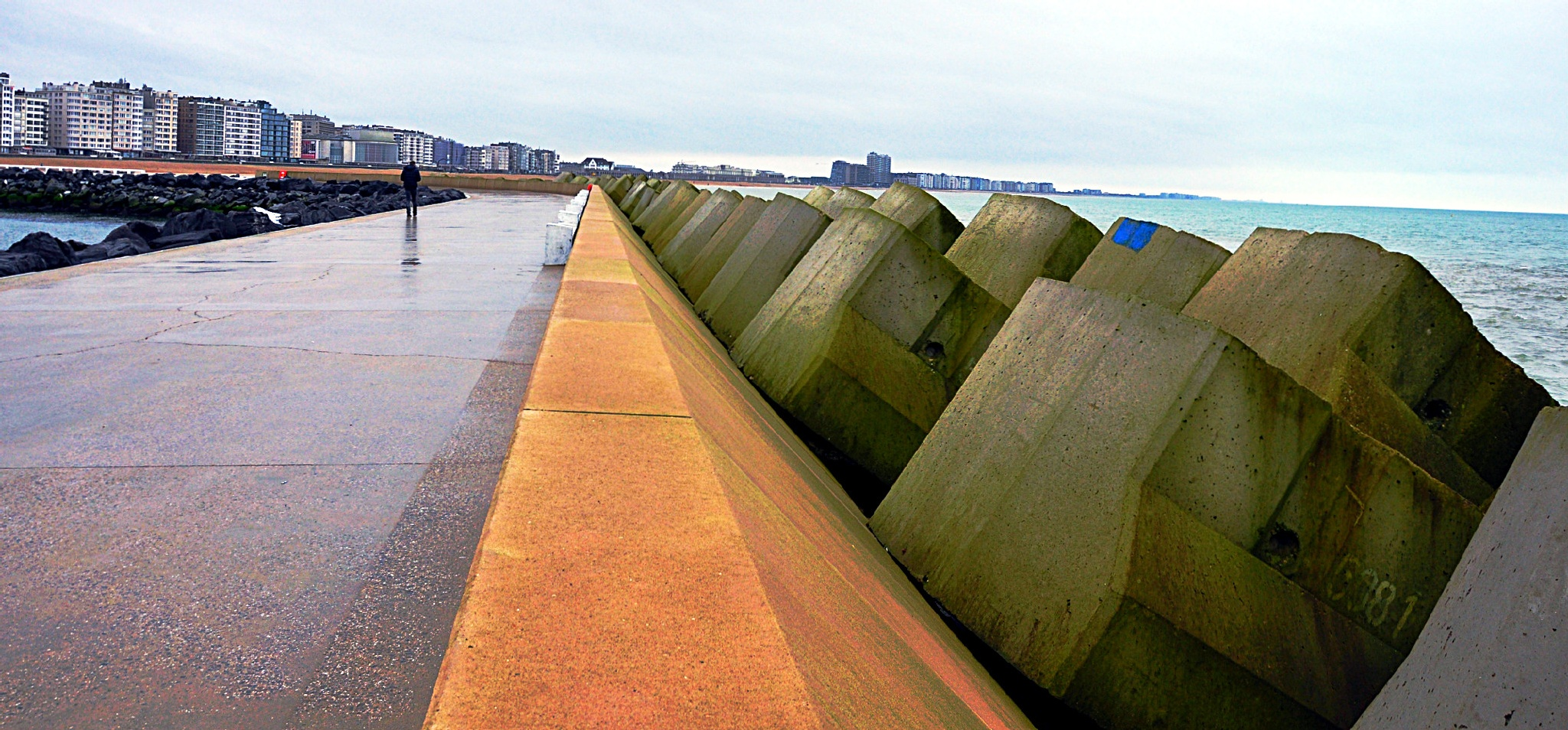 At Ostend new storm breaker by Marc Verlee