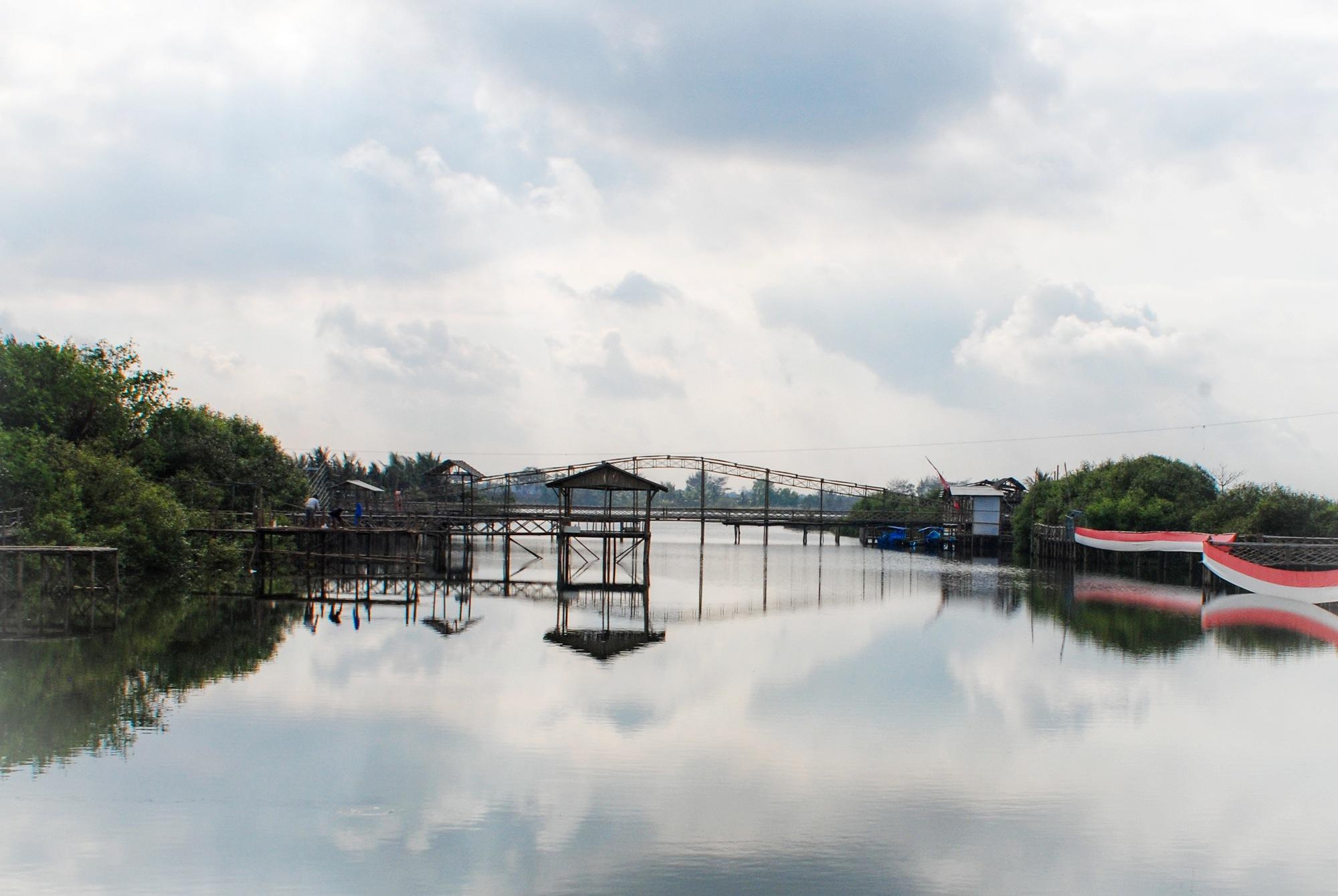 jembatan bambu... mangrove Kulon progo, Jogjakarta by KawanGS