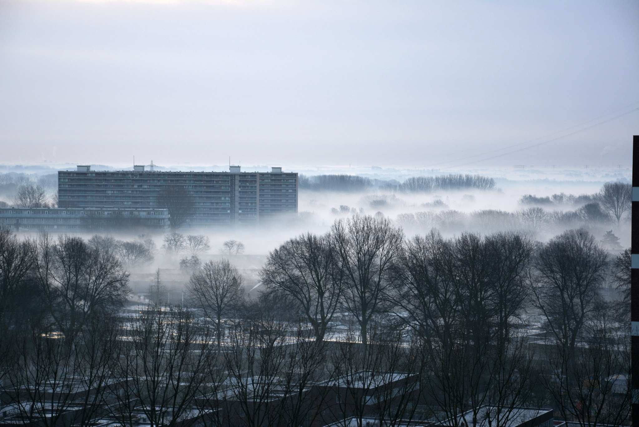 Grondmist boven Hoogvliet. by E.W.Vooijs