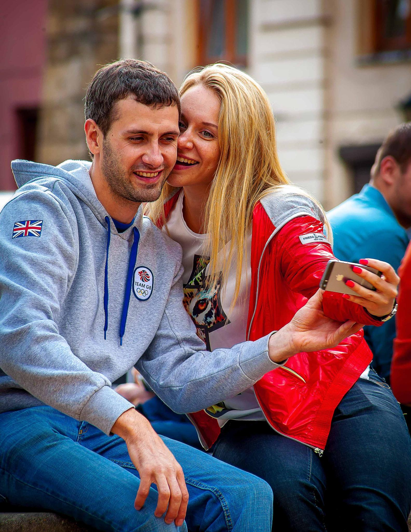 Couple in love. by Yevheniy  Mokin