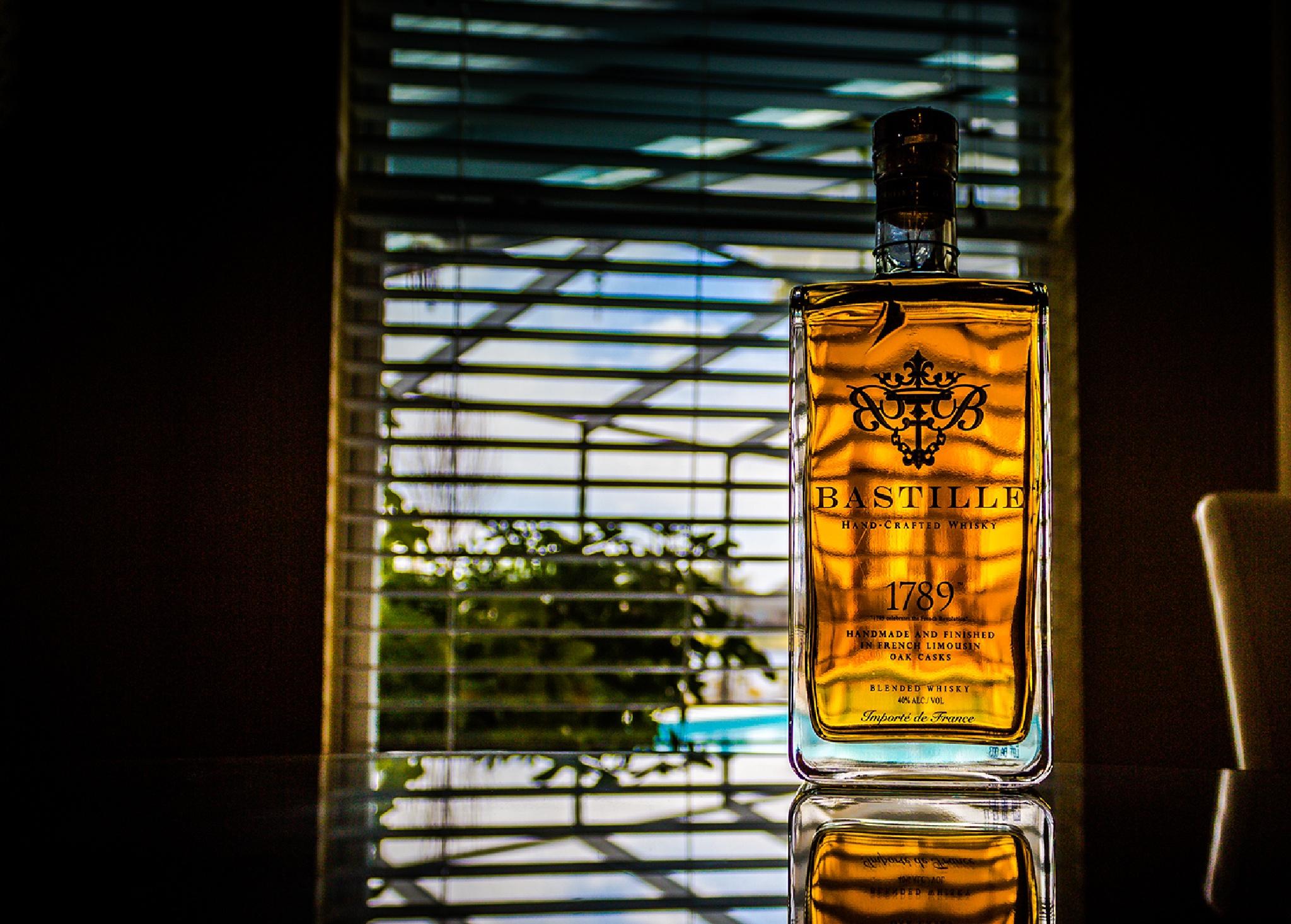 Whiskey  by omargalarza