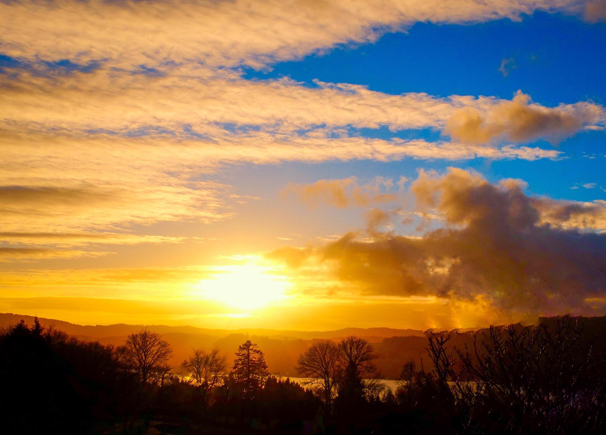 Setting Sun on Windermere Cumbria... by Michael jjg