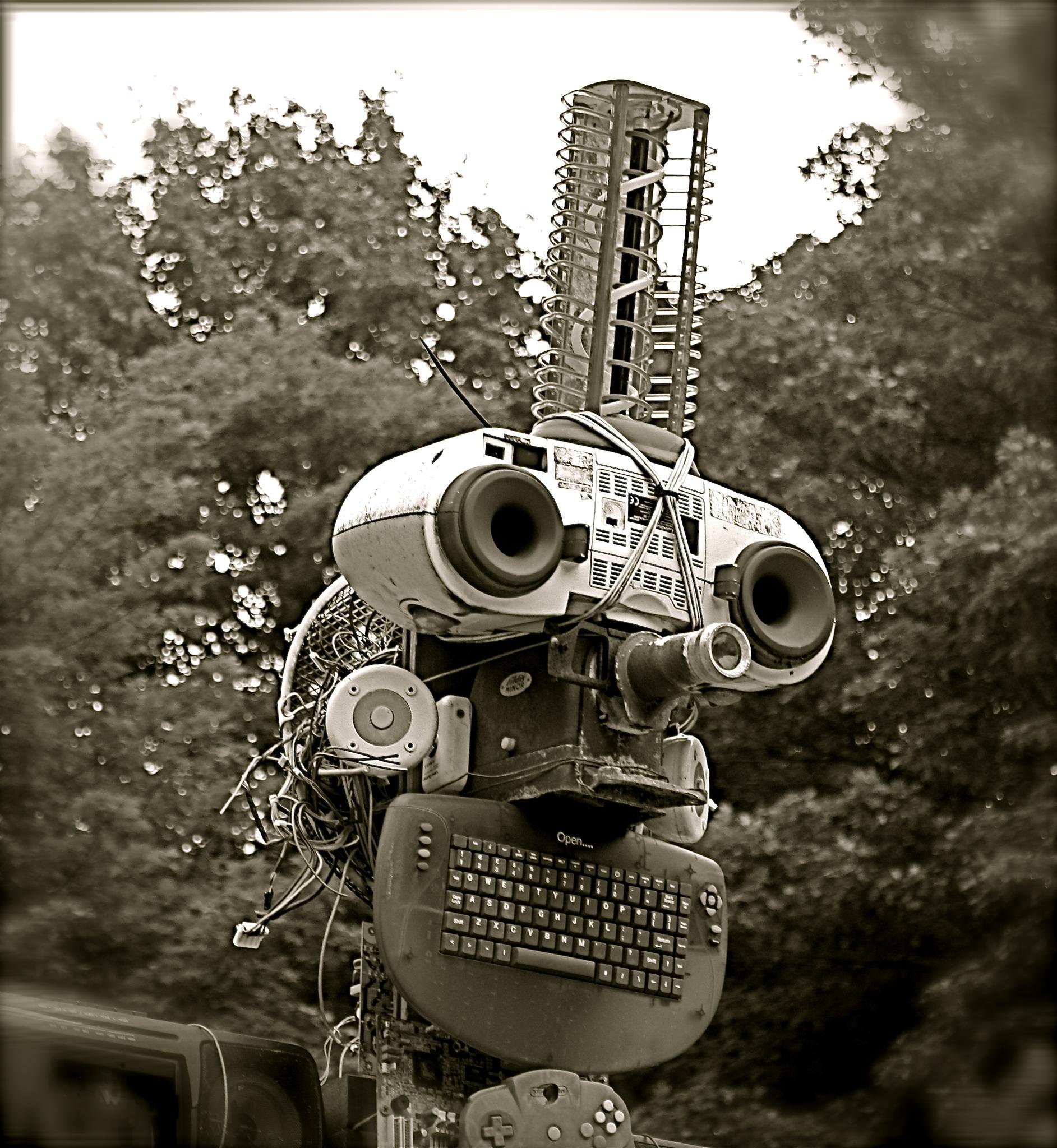 Junk bot by Hannah Le Bail