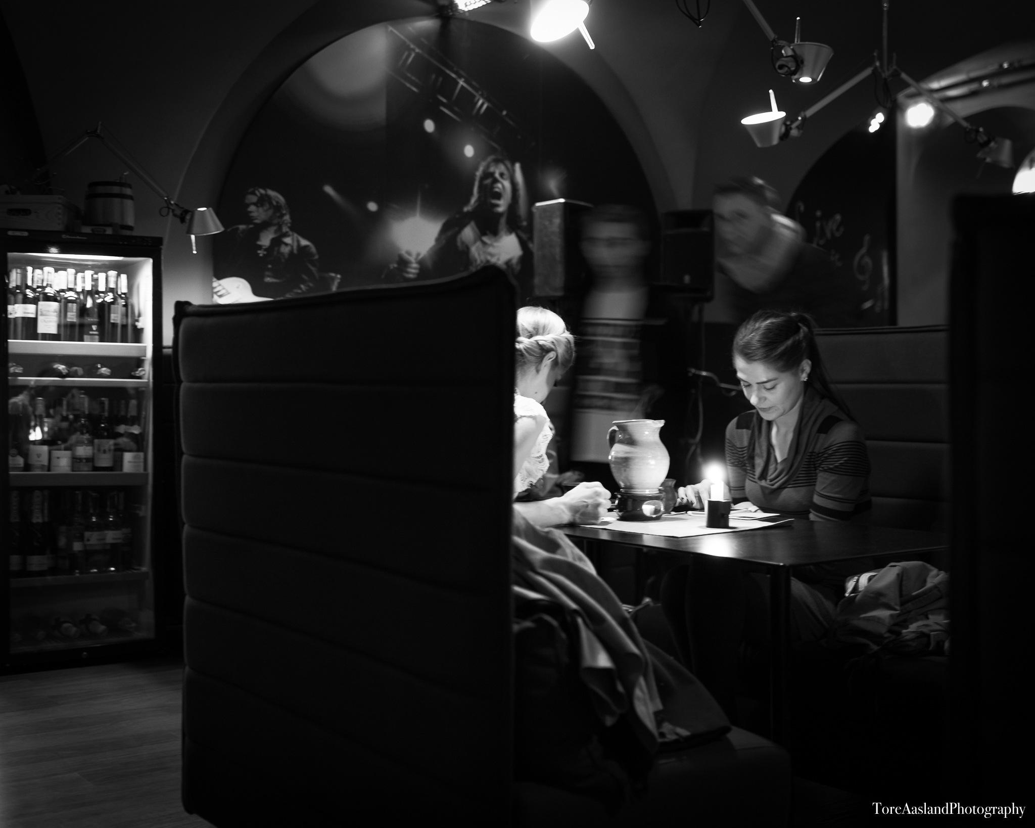 Two girls by ToreAaslandPhotography