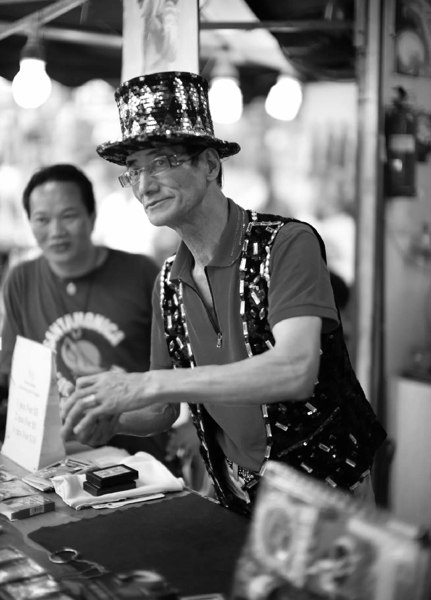 Magician at Singapore Chinatown by Bob Chiu
