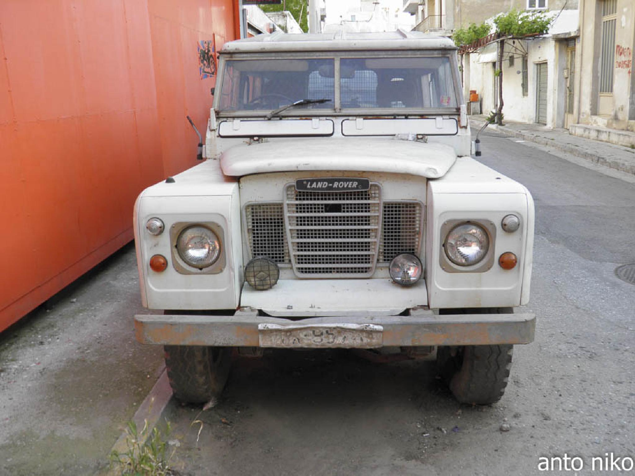 old land rover  by peskandritsa