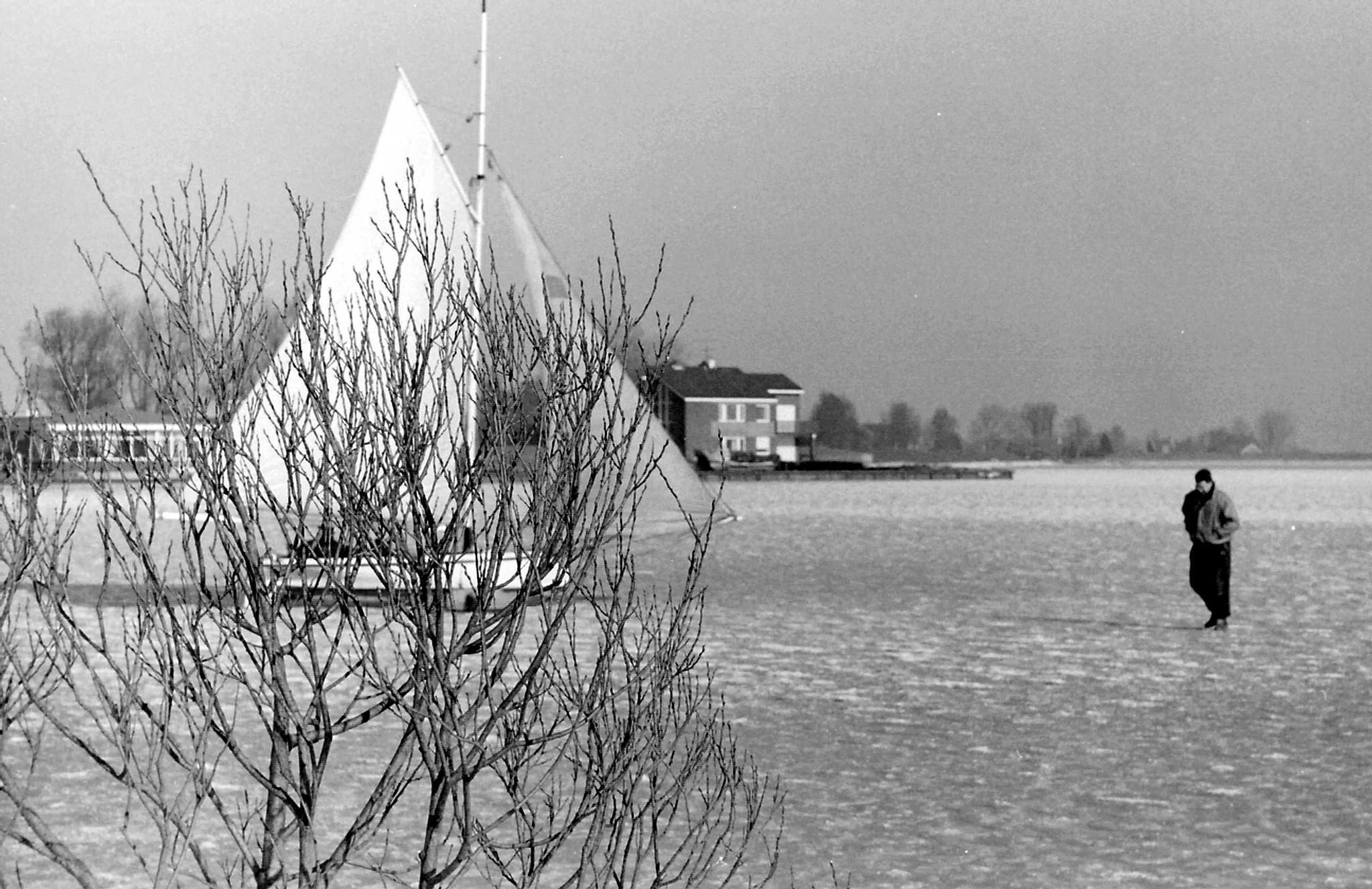 Monnickendam; Ice sailing on Gouwzee by joop.vanklaveren