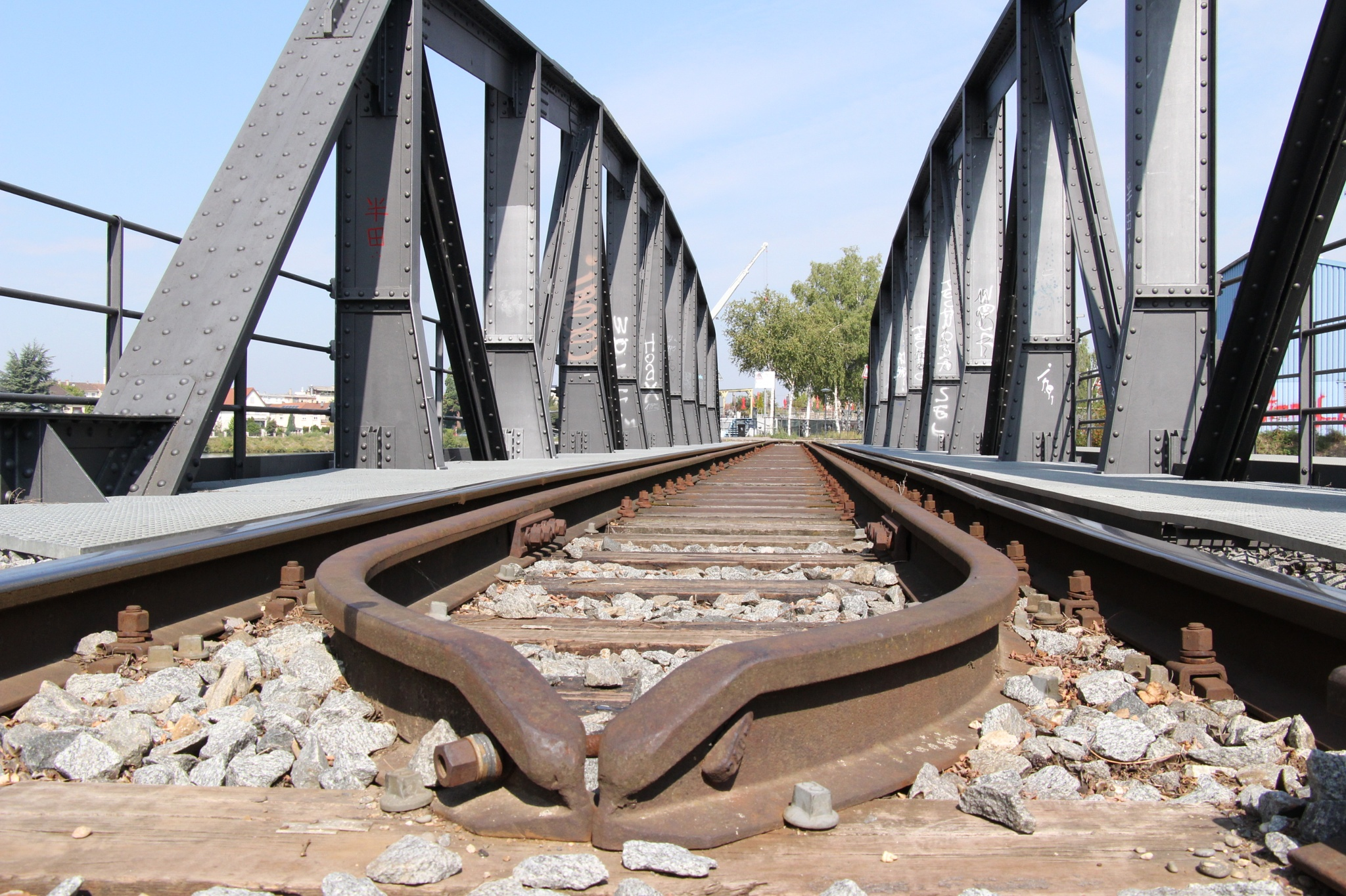 Railway bridge in Basel near the Dreiländereck by wimederveen