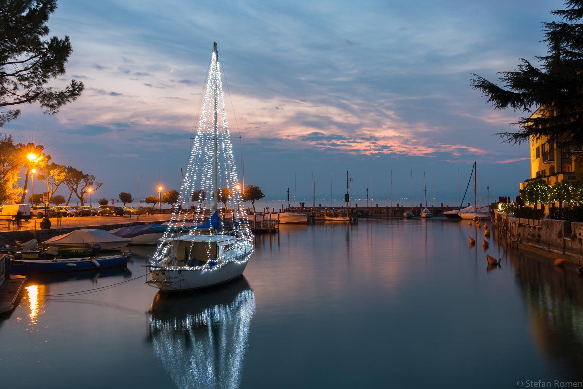 Christmas boat by romenstefan