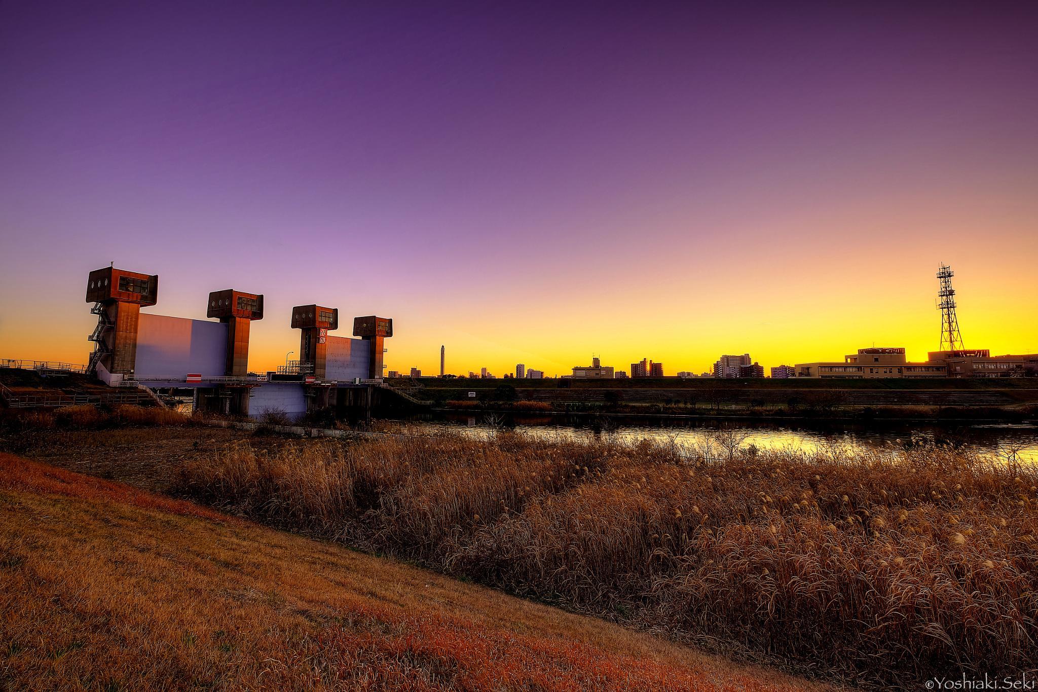 The Iwabuchi sluice gate of sunset by Yoshiaki Seki