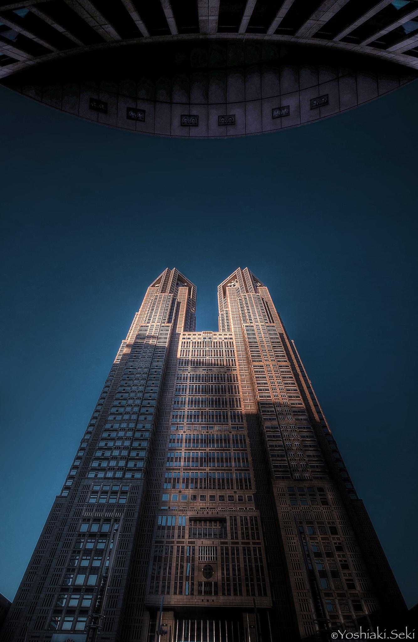 Tokyo Metropolitan Government at sunrise by Yoshiaki Seki