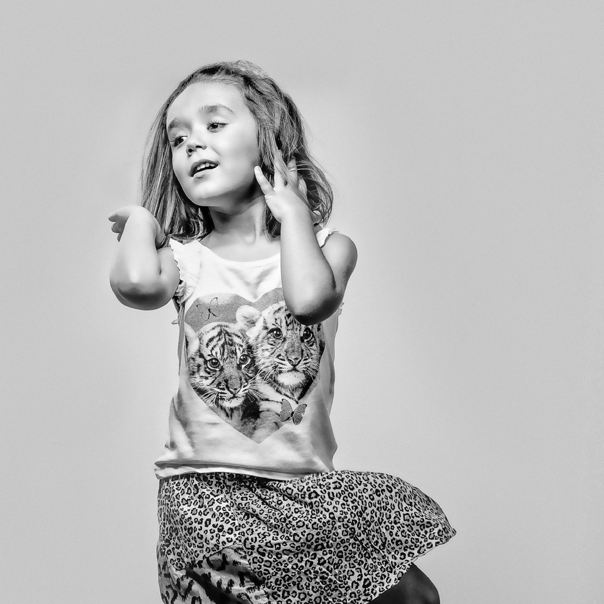Hands, air, Action... by Javier M Serrano
