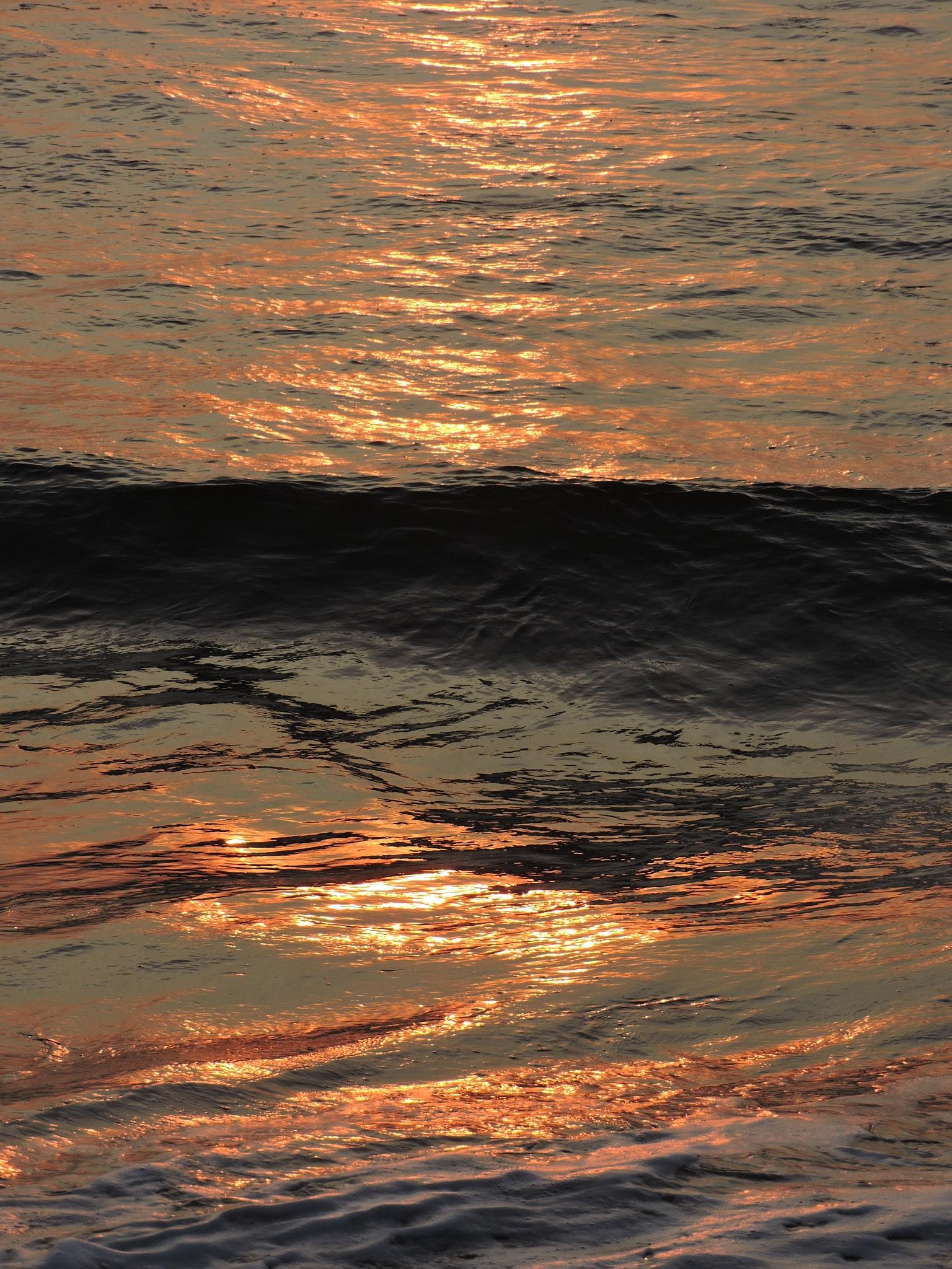 dawn on the ocean  by annapoorna.sitaram