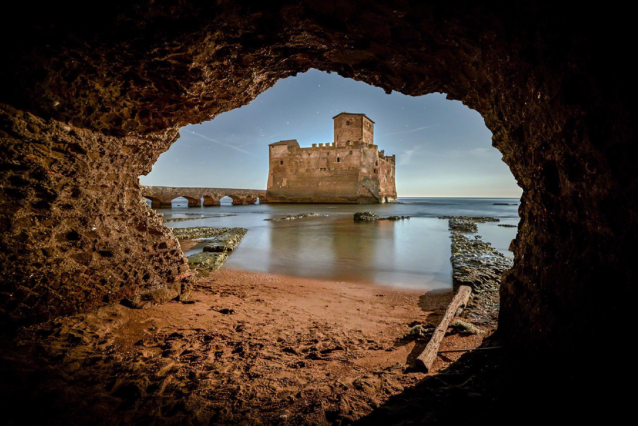 Torre Astura nella Grotta (Nettuno) by maurorinaldifotografia