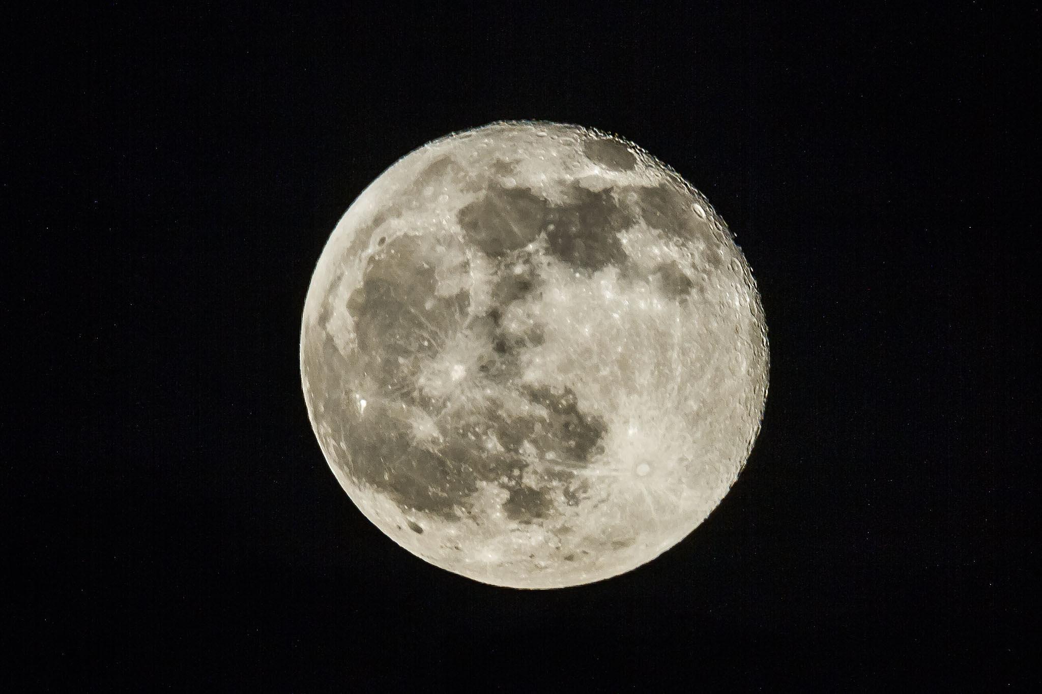 Full moon by detlefkoester
