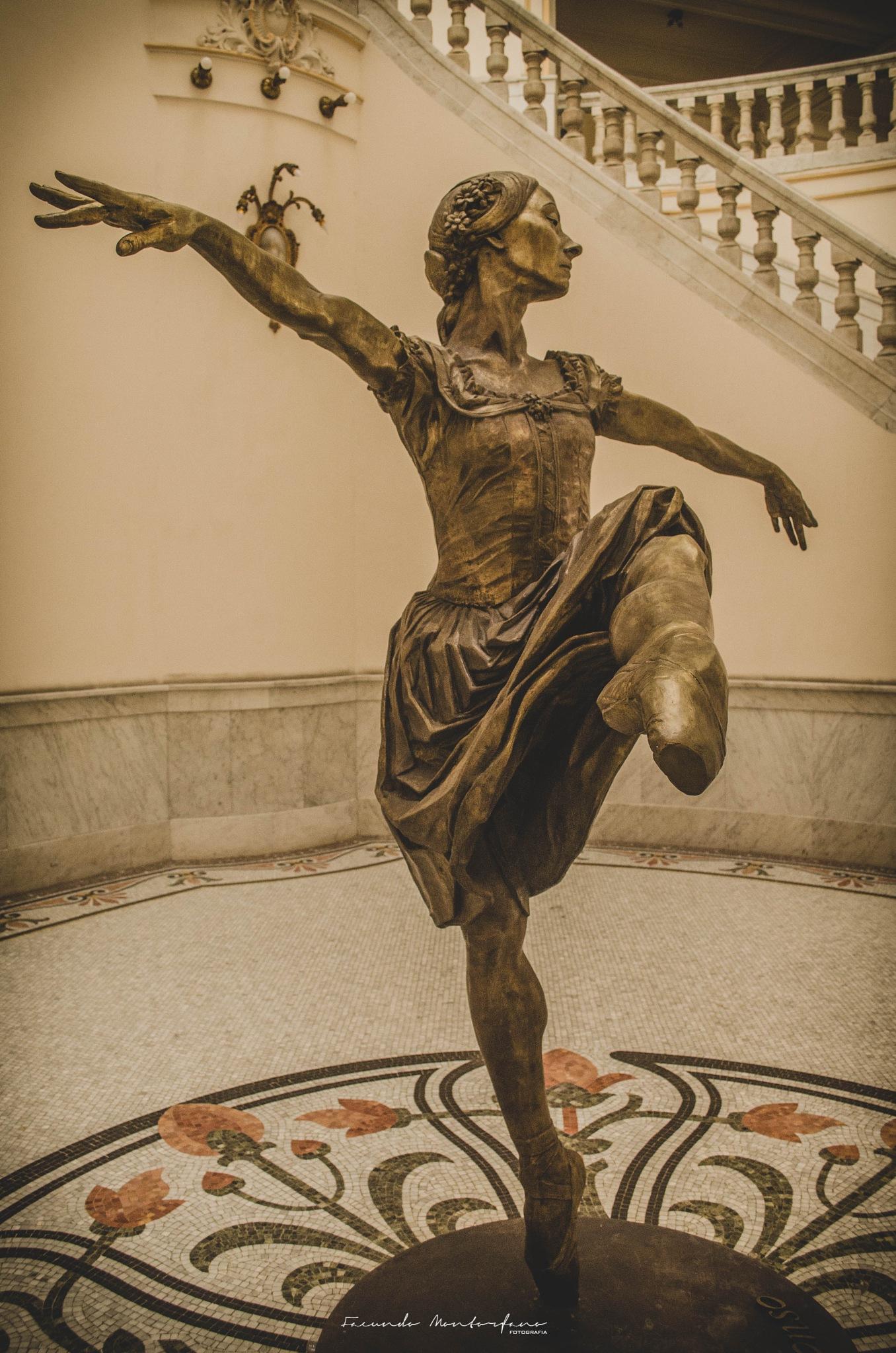Bailar by Facundo Montorfano