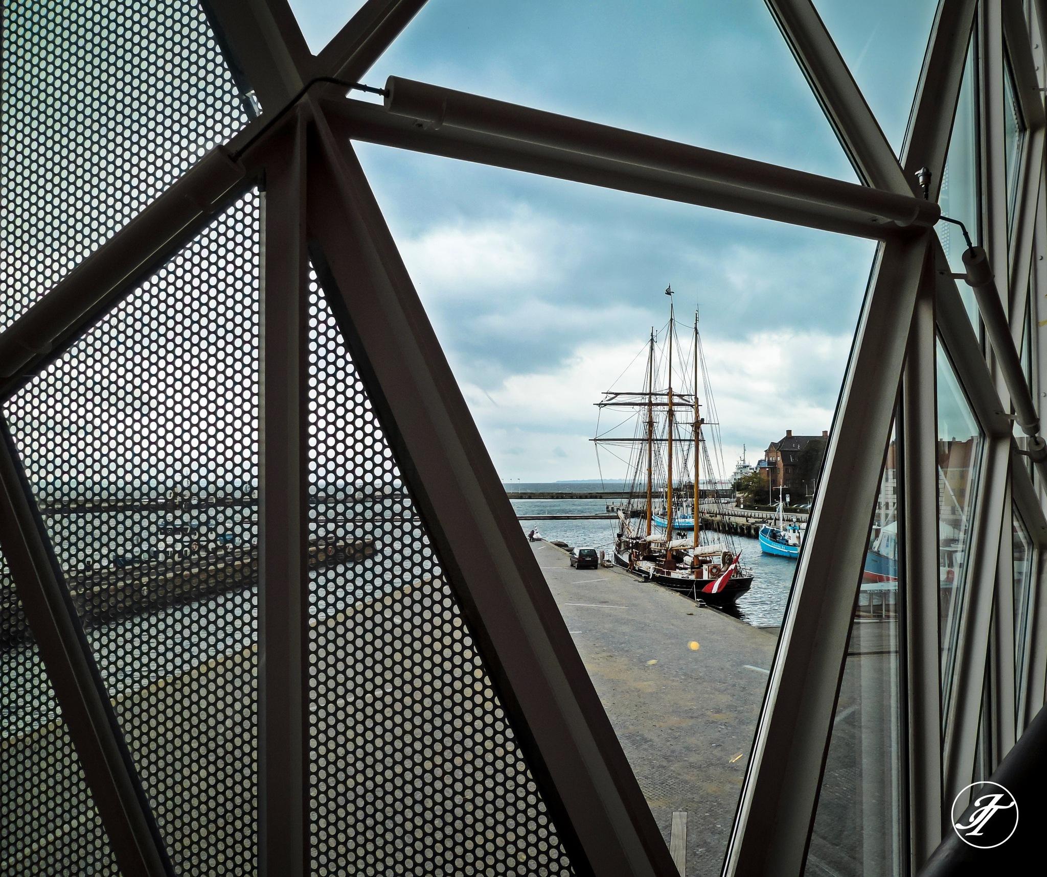 Helsingor port by Jasmin