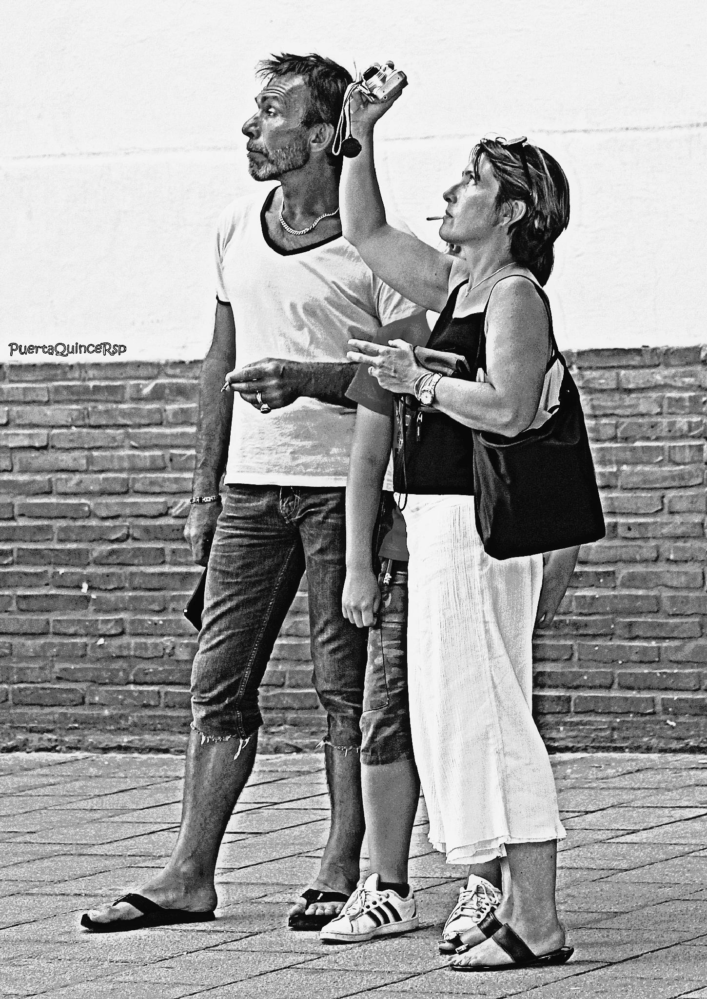 6 pies , 5 brazos, 2 cabezas by PuertaQuinceRsp