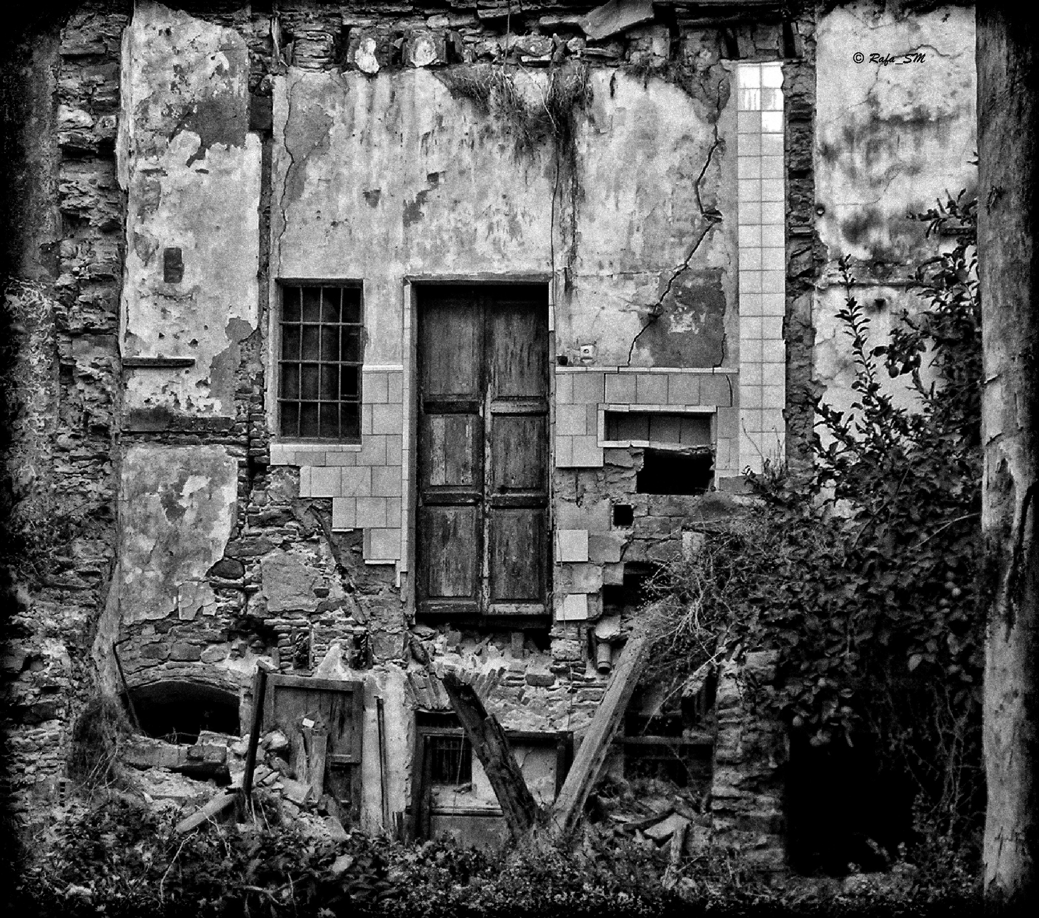 Ruined house by RafaelSM