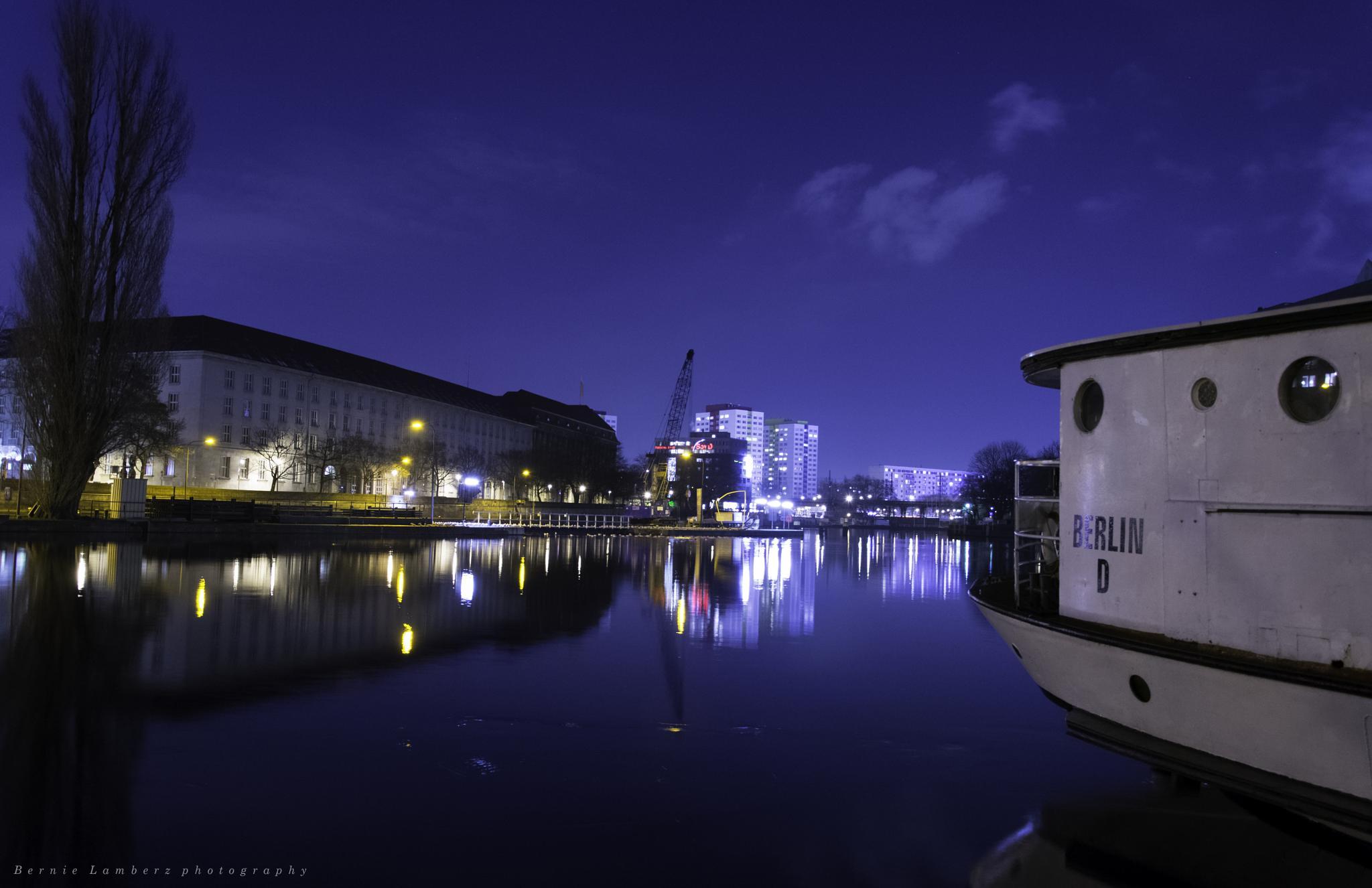 Berlin at night by Bernie Lamberz photography