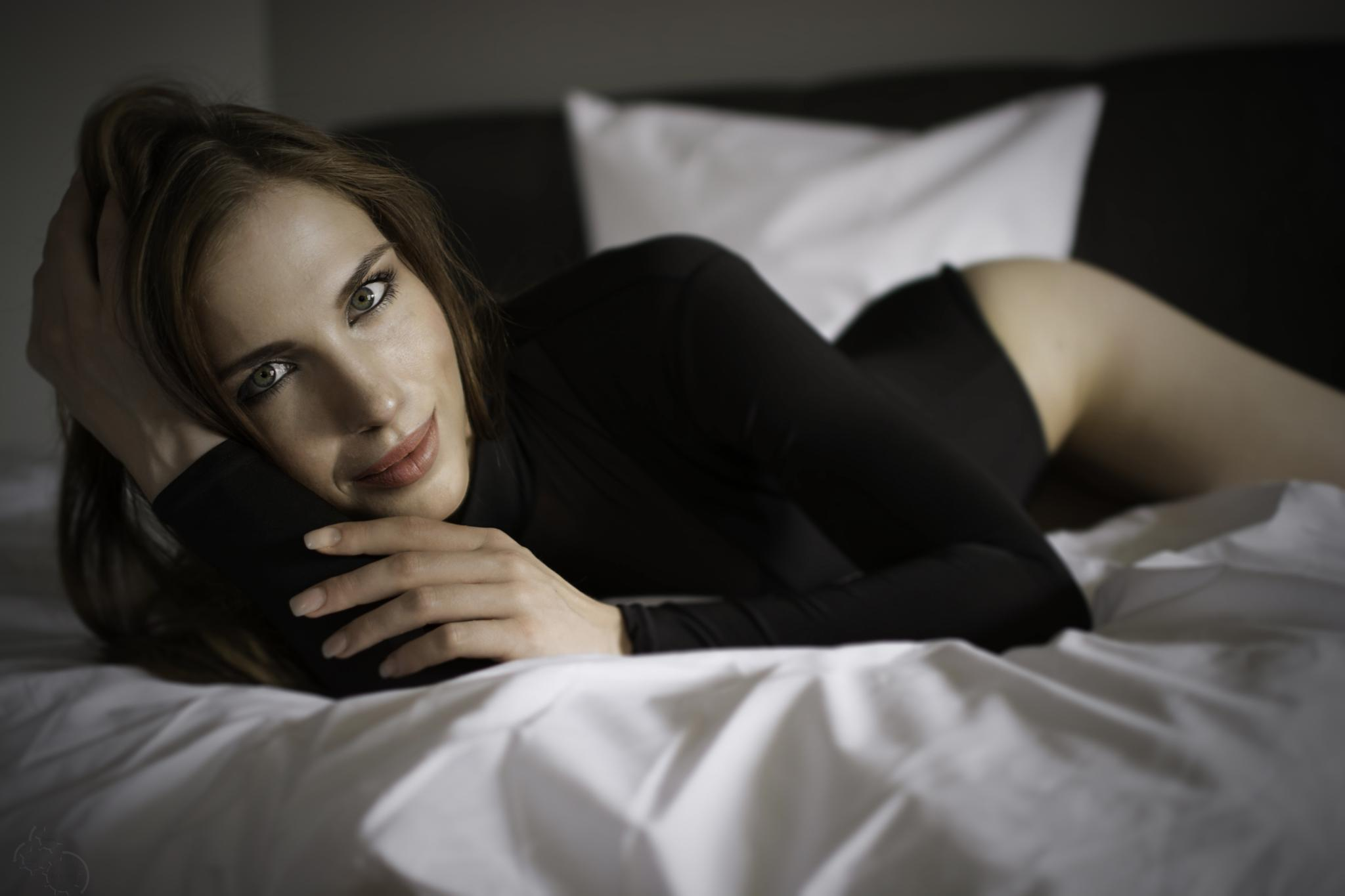 Dont like to leave the bed by Bernie Lamberz photography