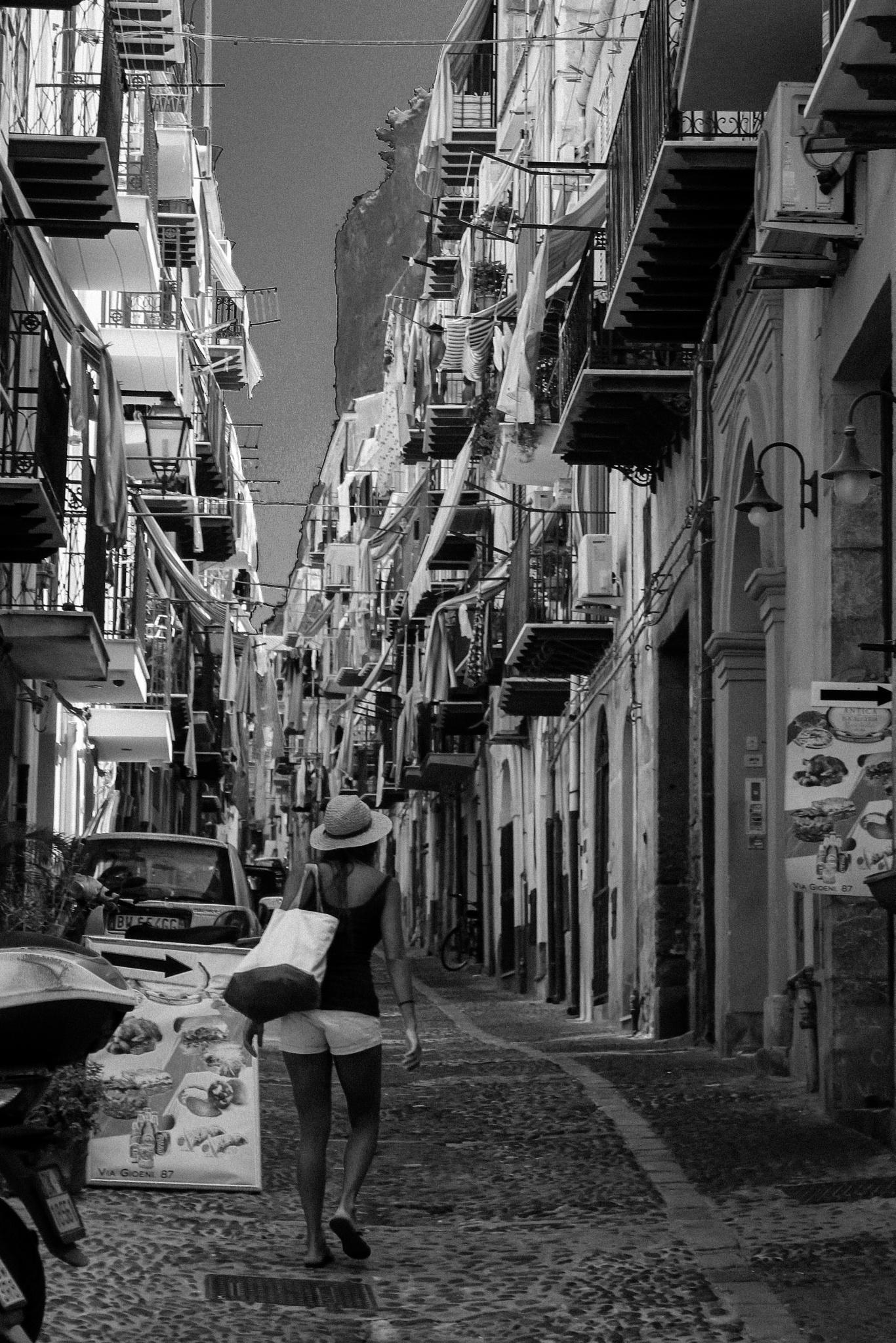 dentro le strade di Cefalù by Tommaso