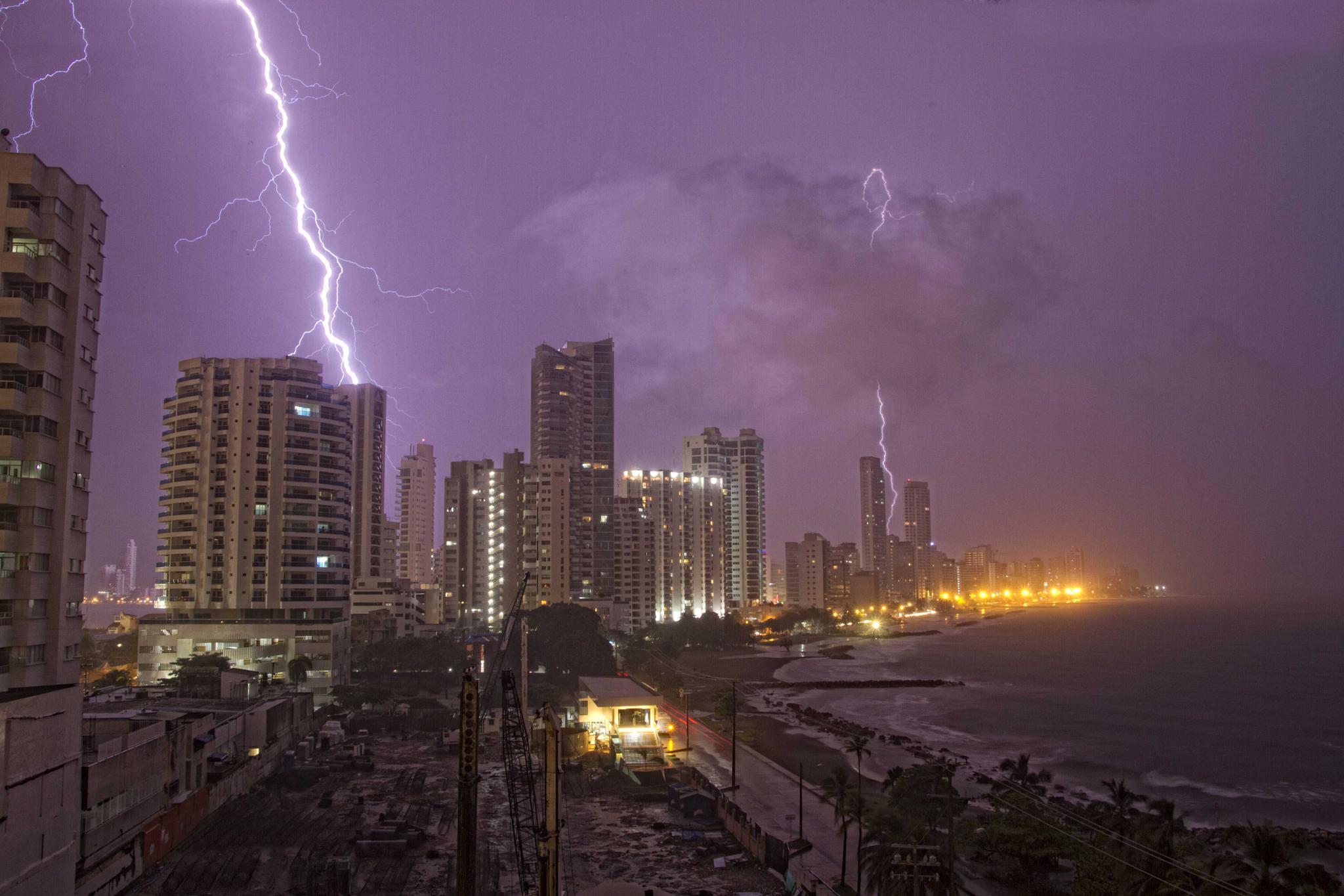 City storm by JOSE O. CABALLERO HERNANDEZ