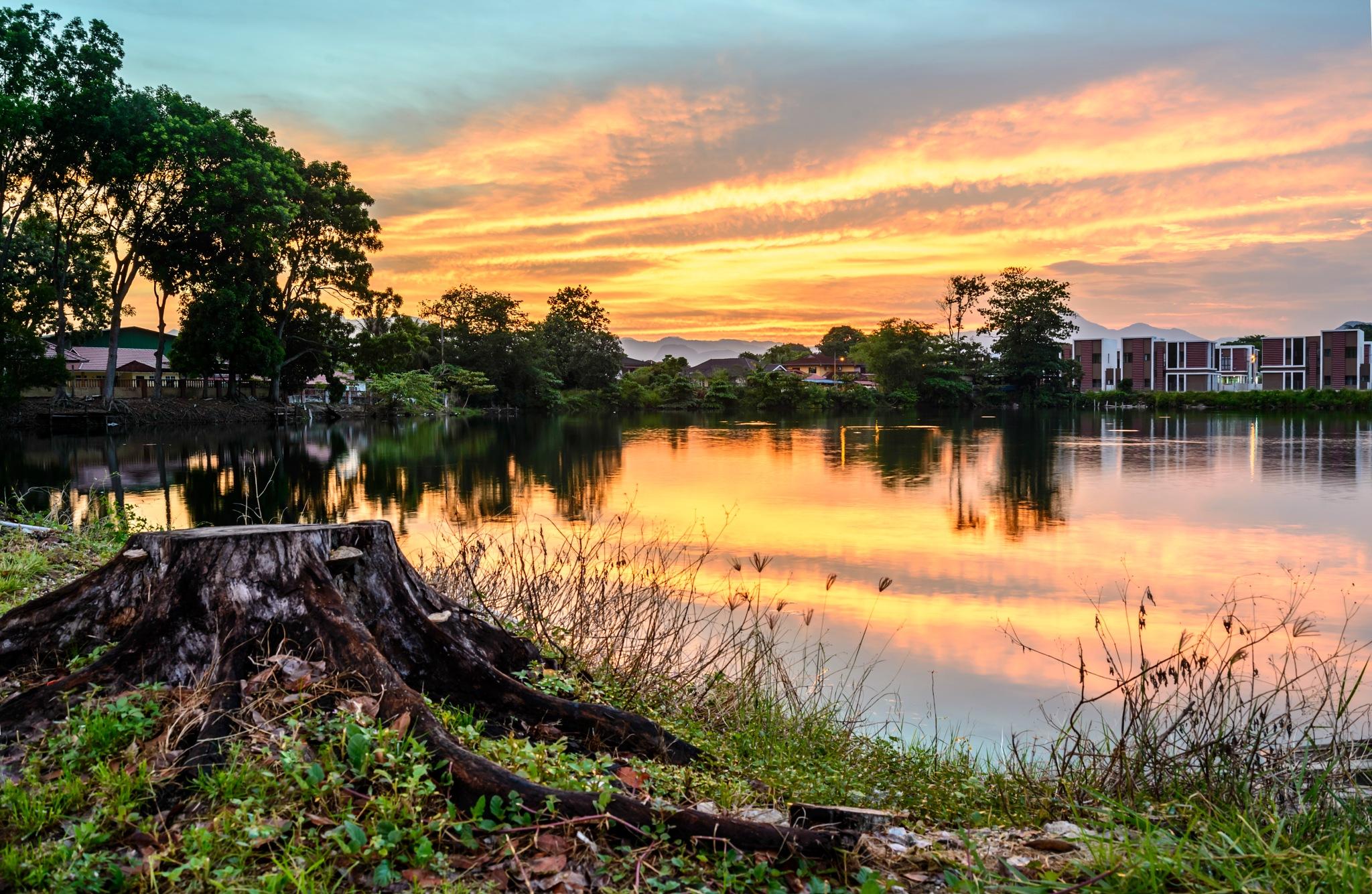Sunrise at the lake by garywlyip