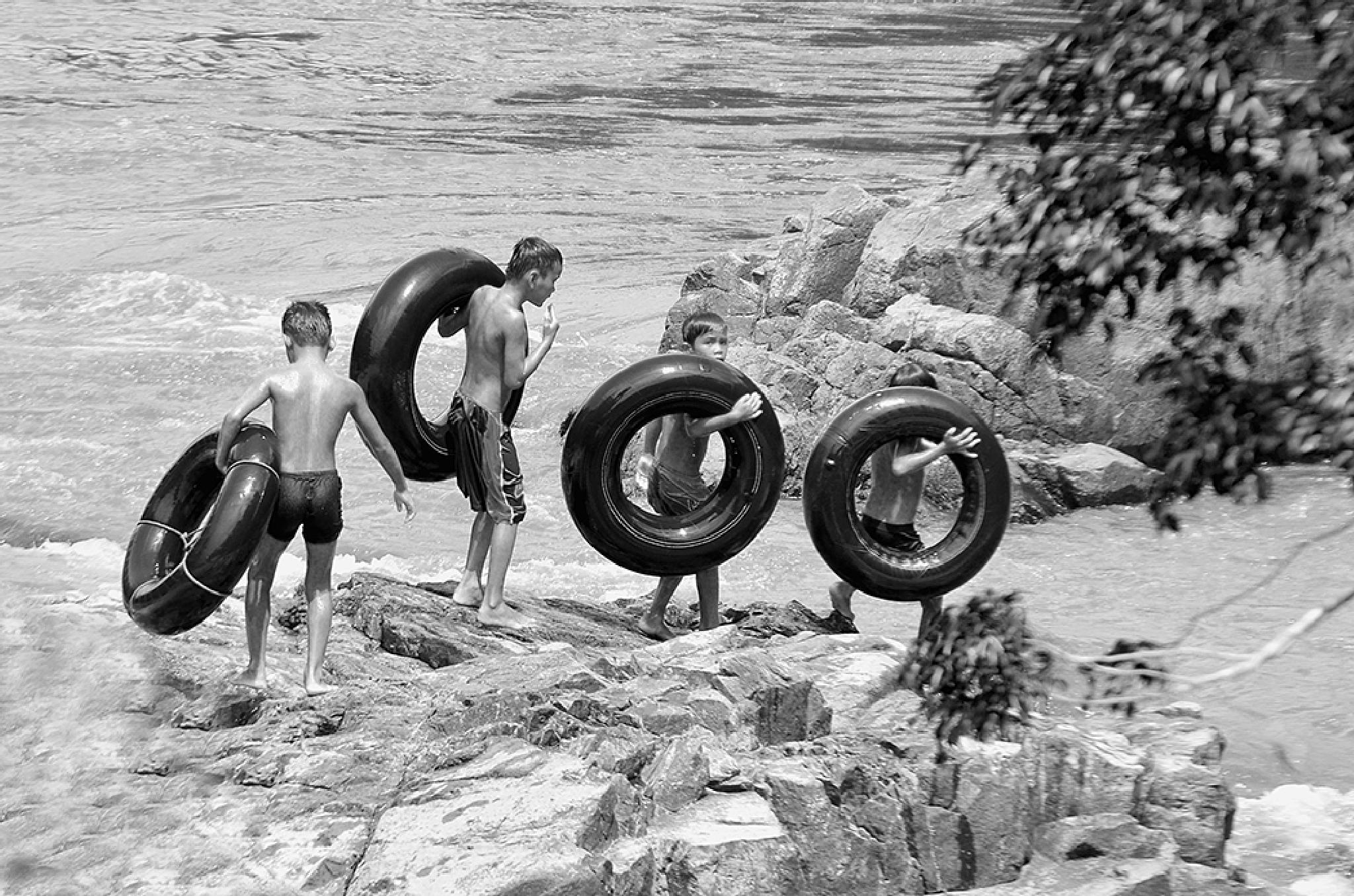 playing tires by MangaloksaHasibuan