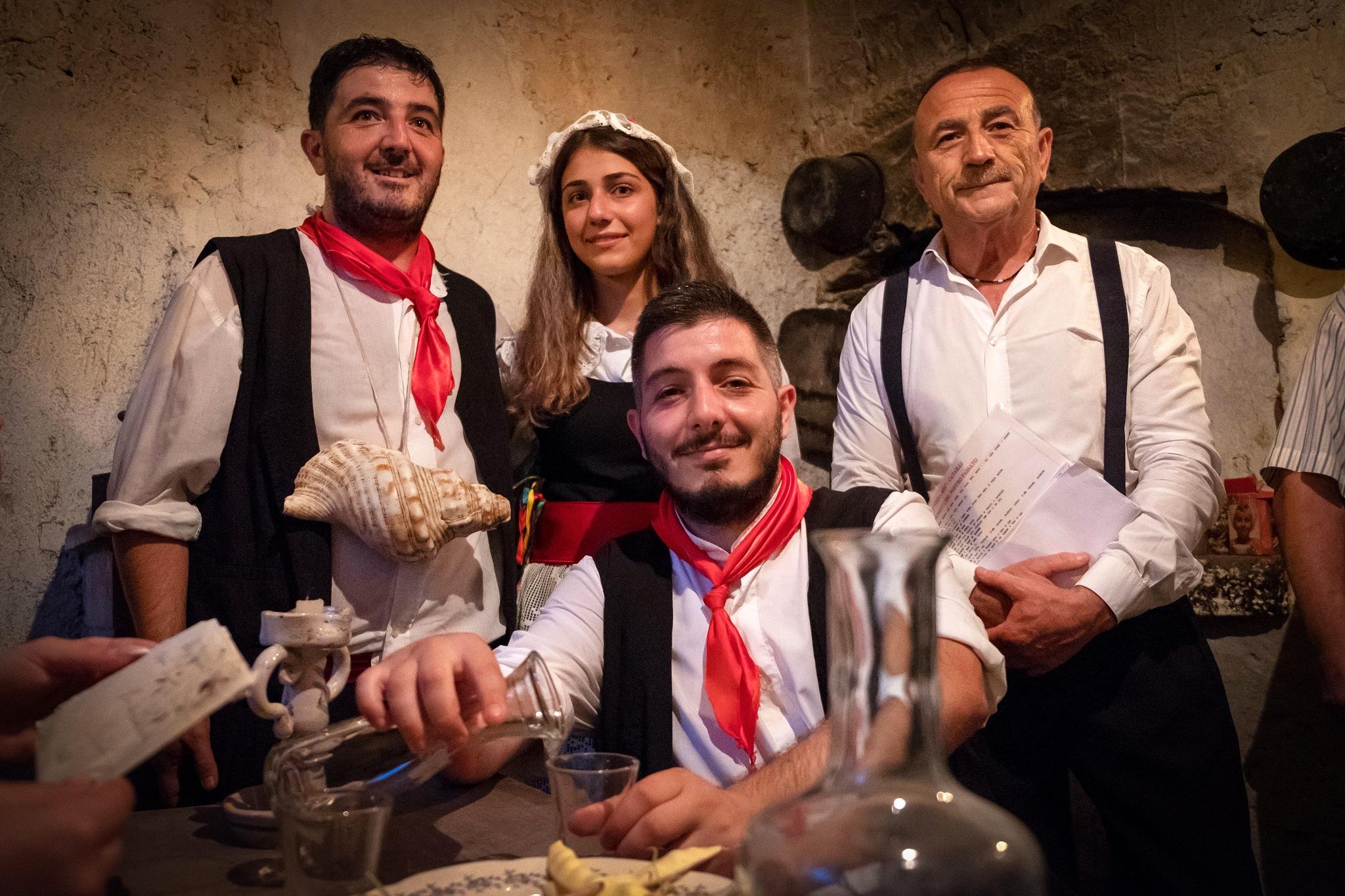 Gruppo familiare by Salvatore Bertolino
