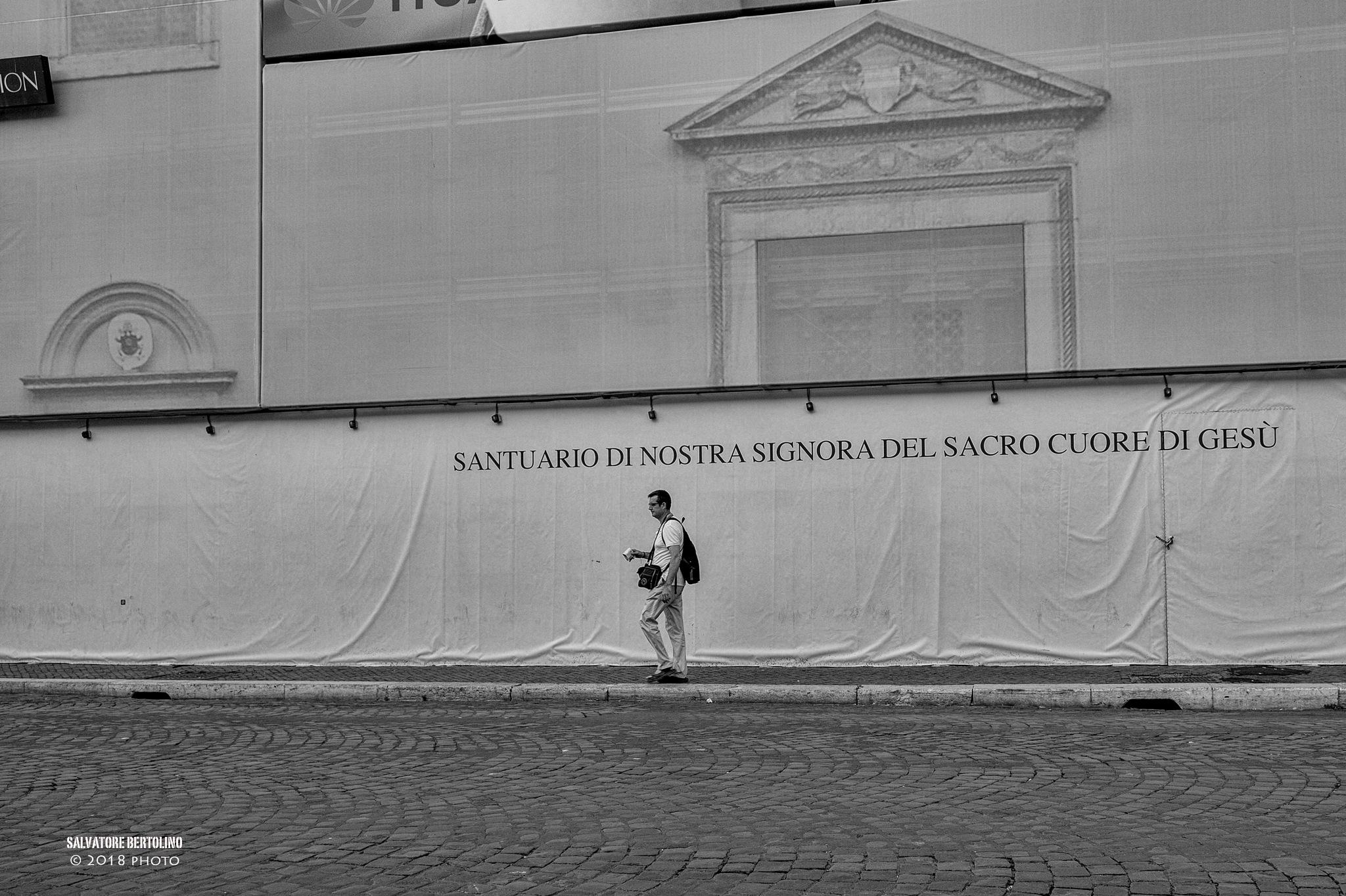 Solitario a piazza Navona by Salvatore Bertolino