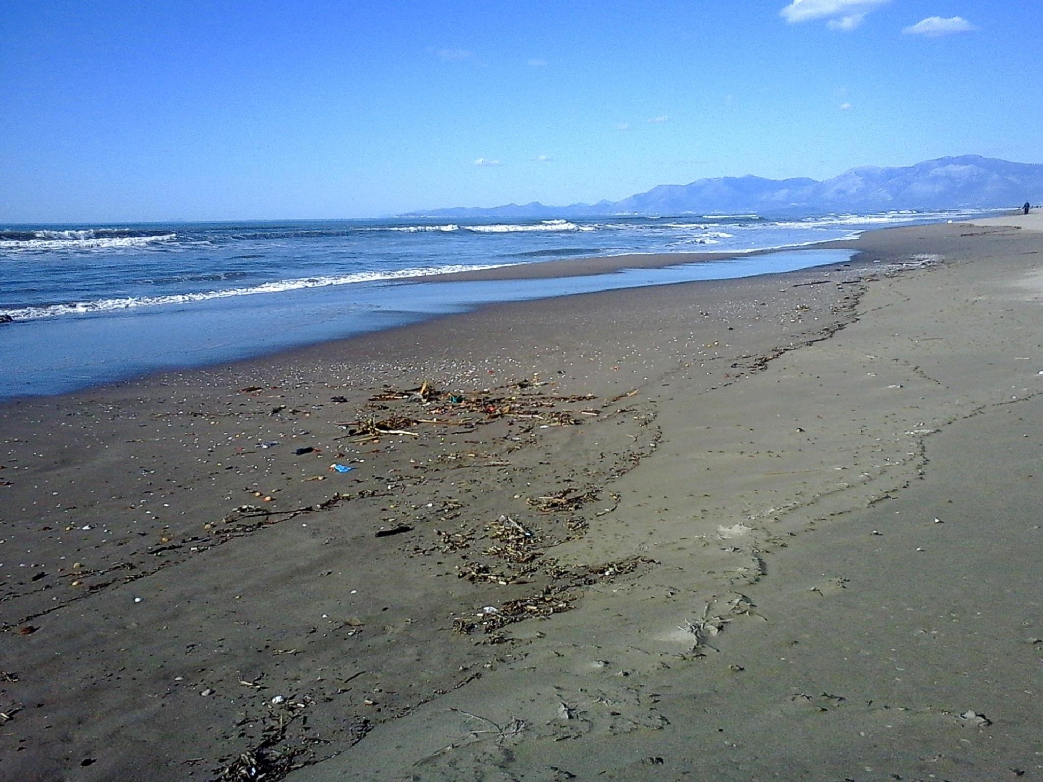 Mondragone, spiaggia in inverno by Salvatore Bertolino