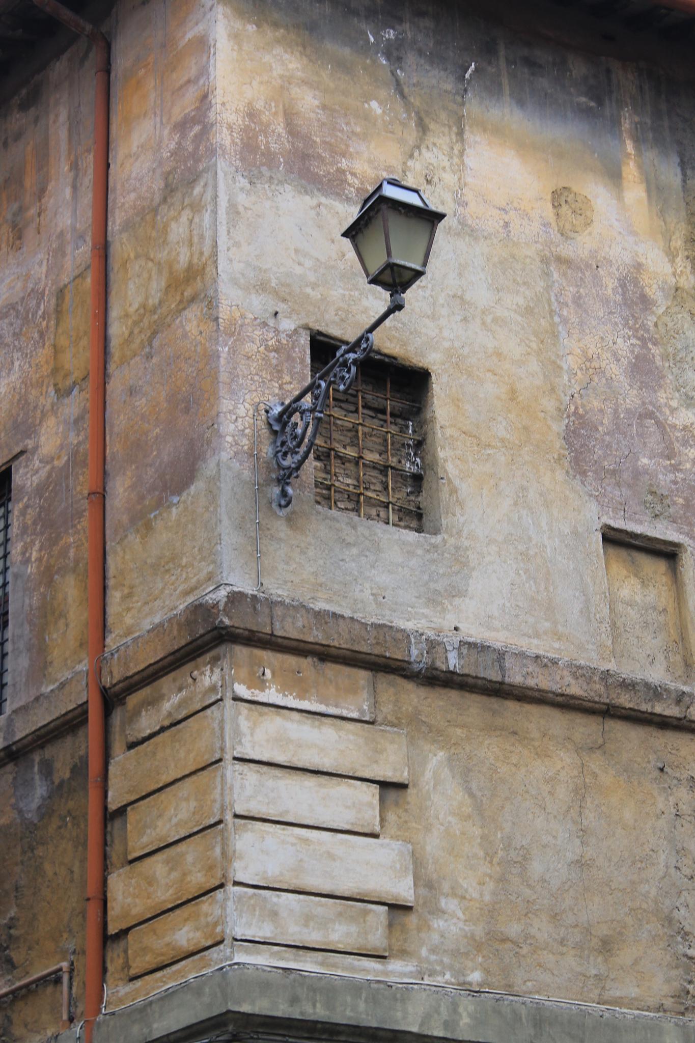 Lanterna & finestra by Salvatore Bertolino