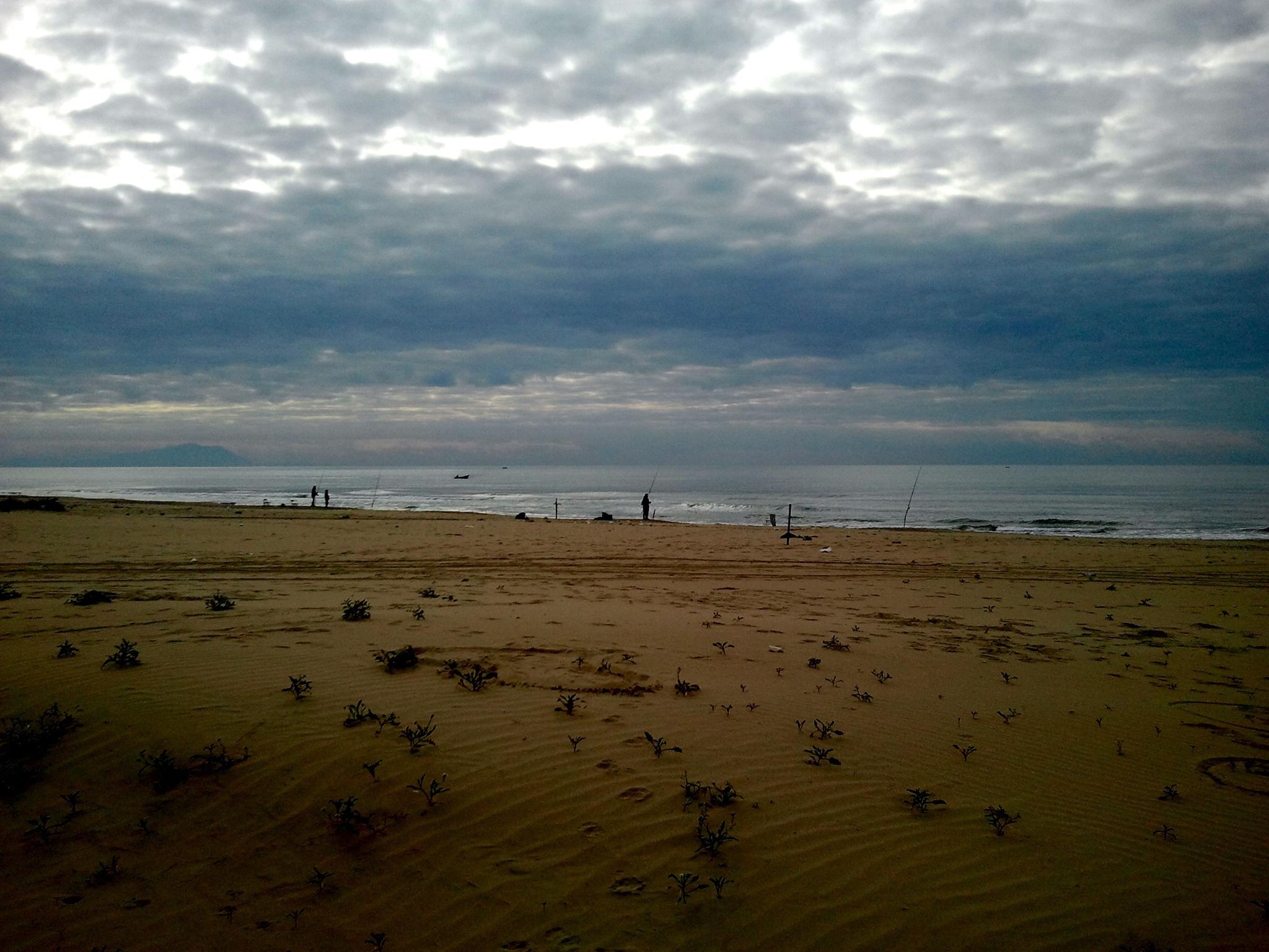 Spiaggia in inverno by Salvatore Bertolino