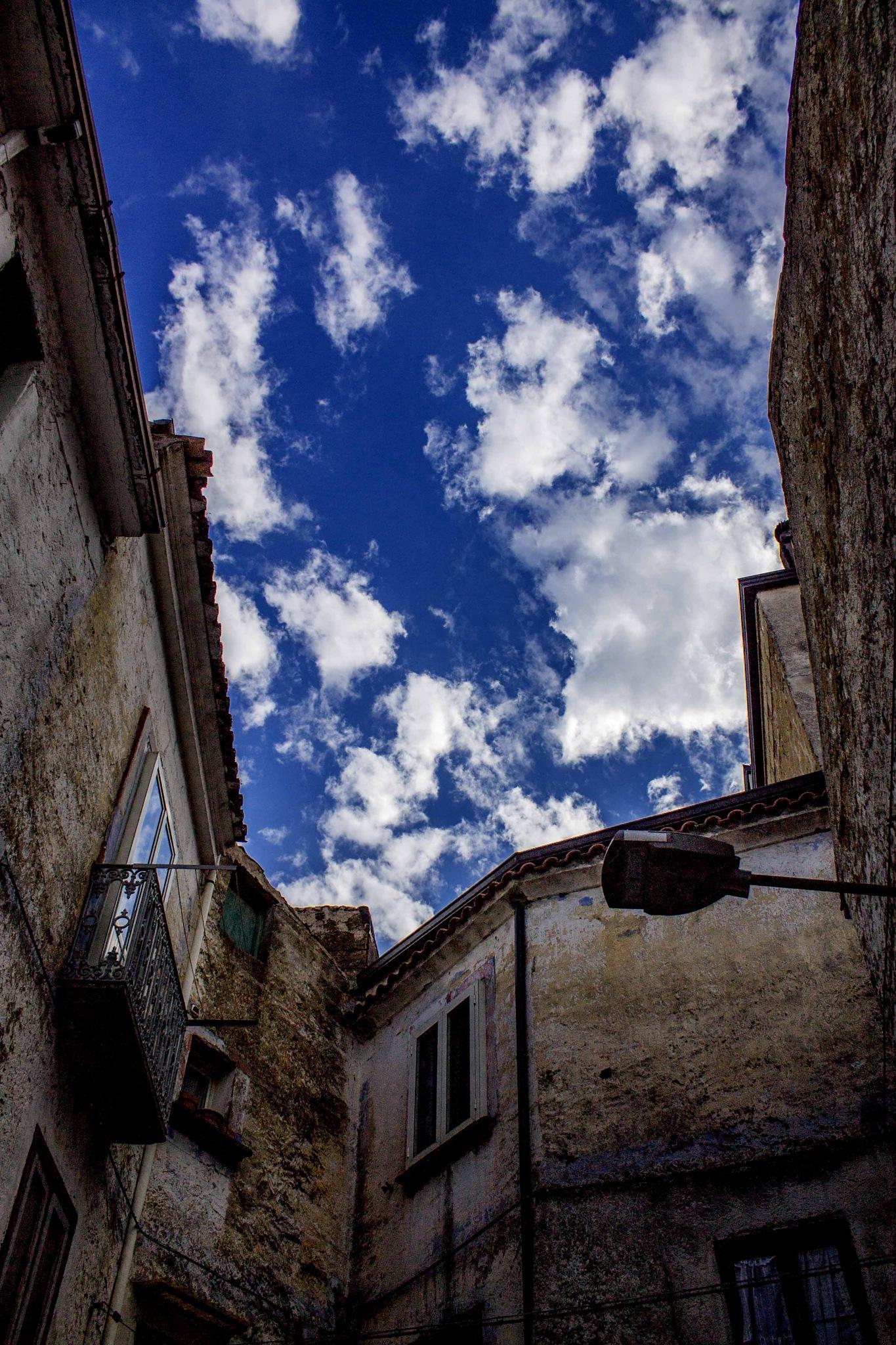 Angolo di cielo sopra Valogno by Salvatore Bertolino