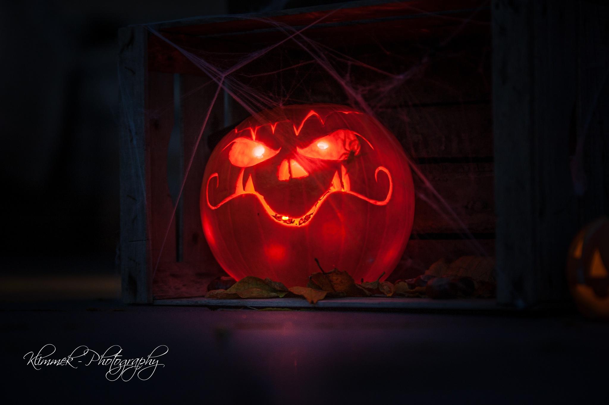 Happy Halloween by Benjamin Klimmek